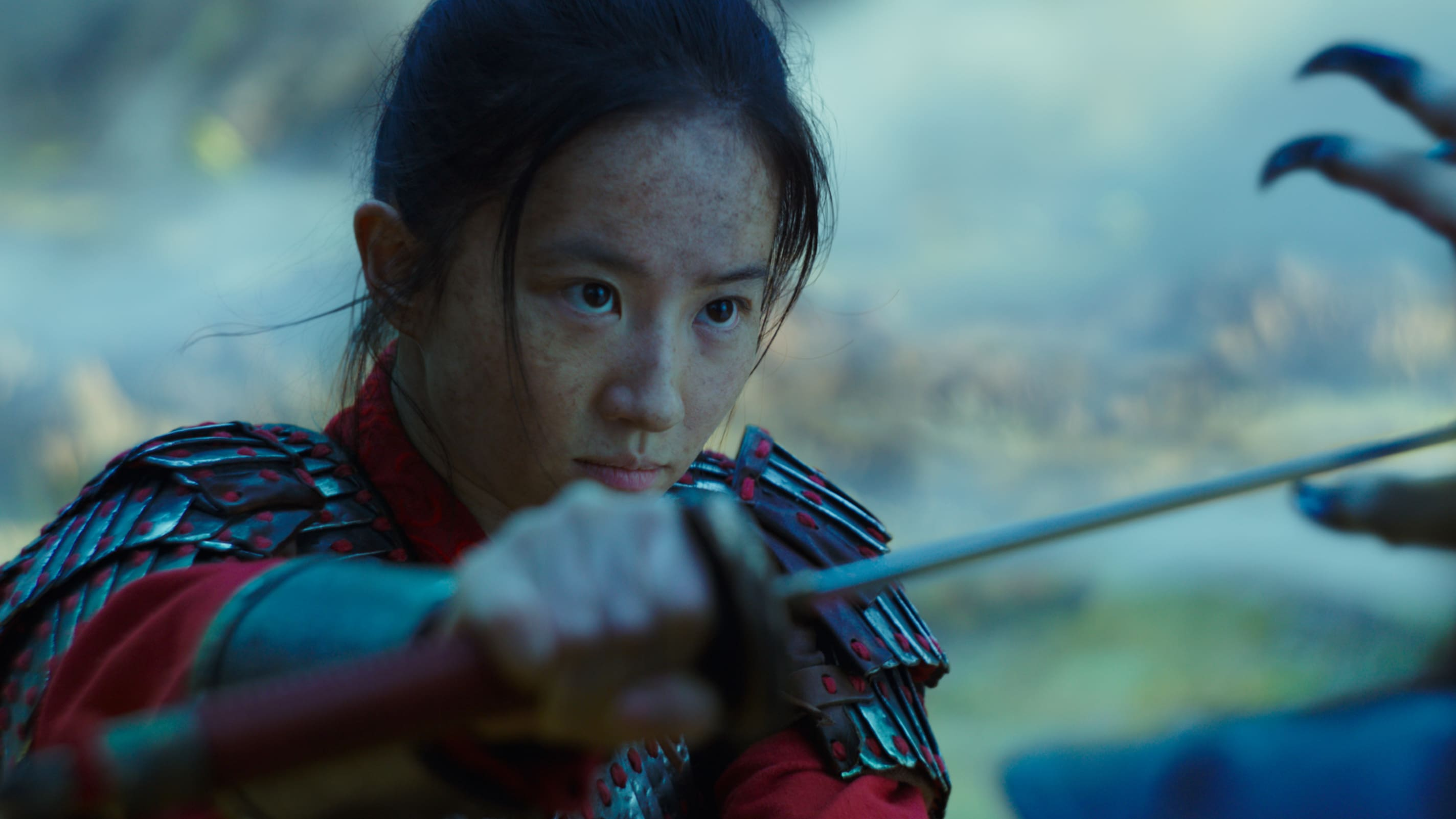 Disney's MULAN  Mulan (Yifei Liu)  Photo: Film Frame  © 2019 Disney Enterprises, Inc. All Rights Reserved.Mulan: Sadık, Cesur, Dürüst