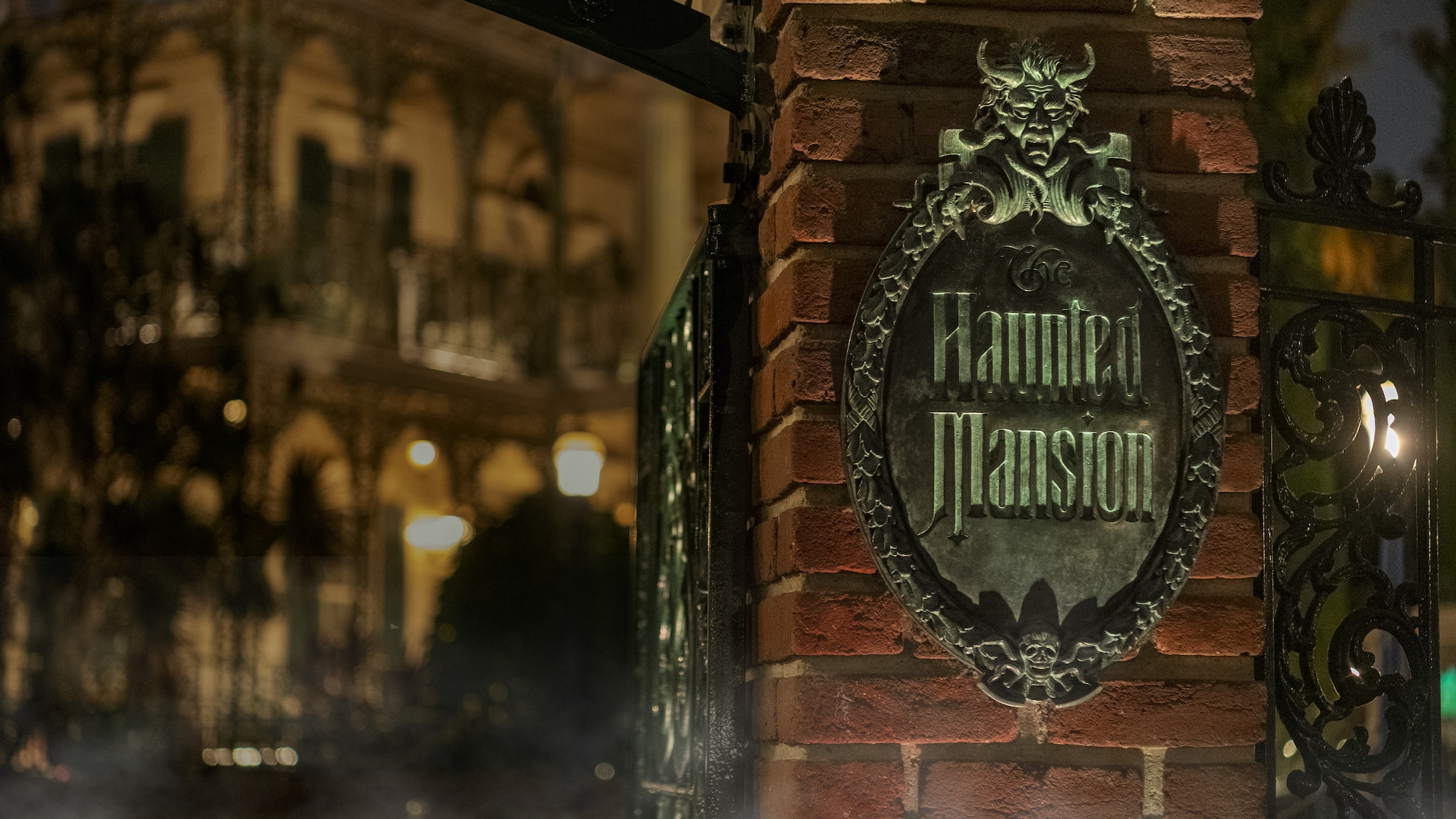 Image of the gate entrance sign of the Haunted Mansion.
