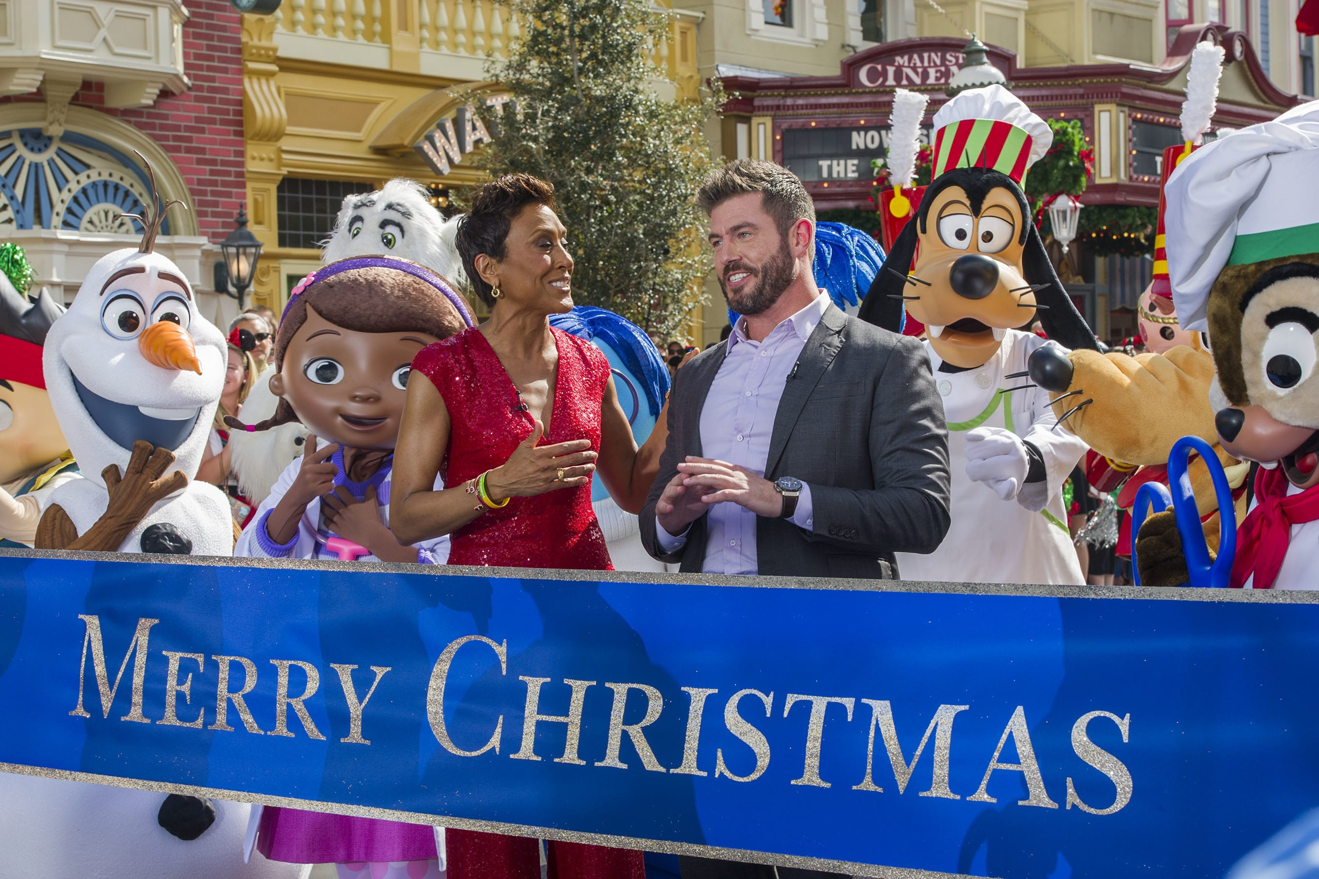 jesse palmer and robin roberts tape the disney parks unforgettable christmas celebration tv spe
