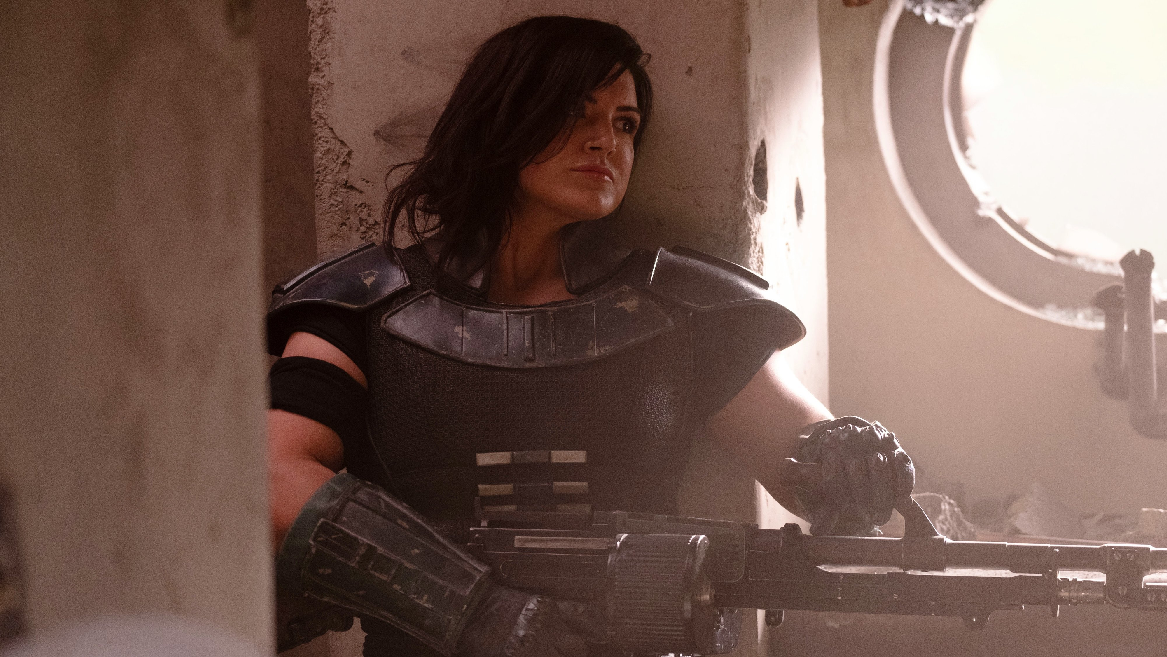 Caption :Cara Dune (Gina Carano) in Lucasfilm™s THE MANDALORIAN. Byline :Melinda Sue Gordon Copyright :© 2018 Lucasfilm Ltd. All Rights Reserved.