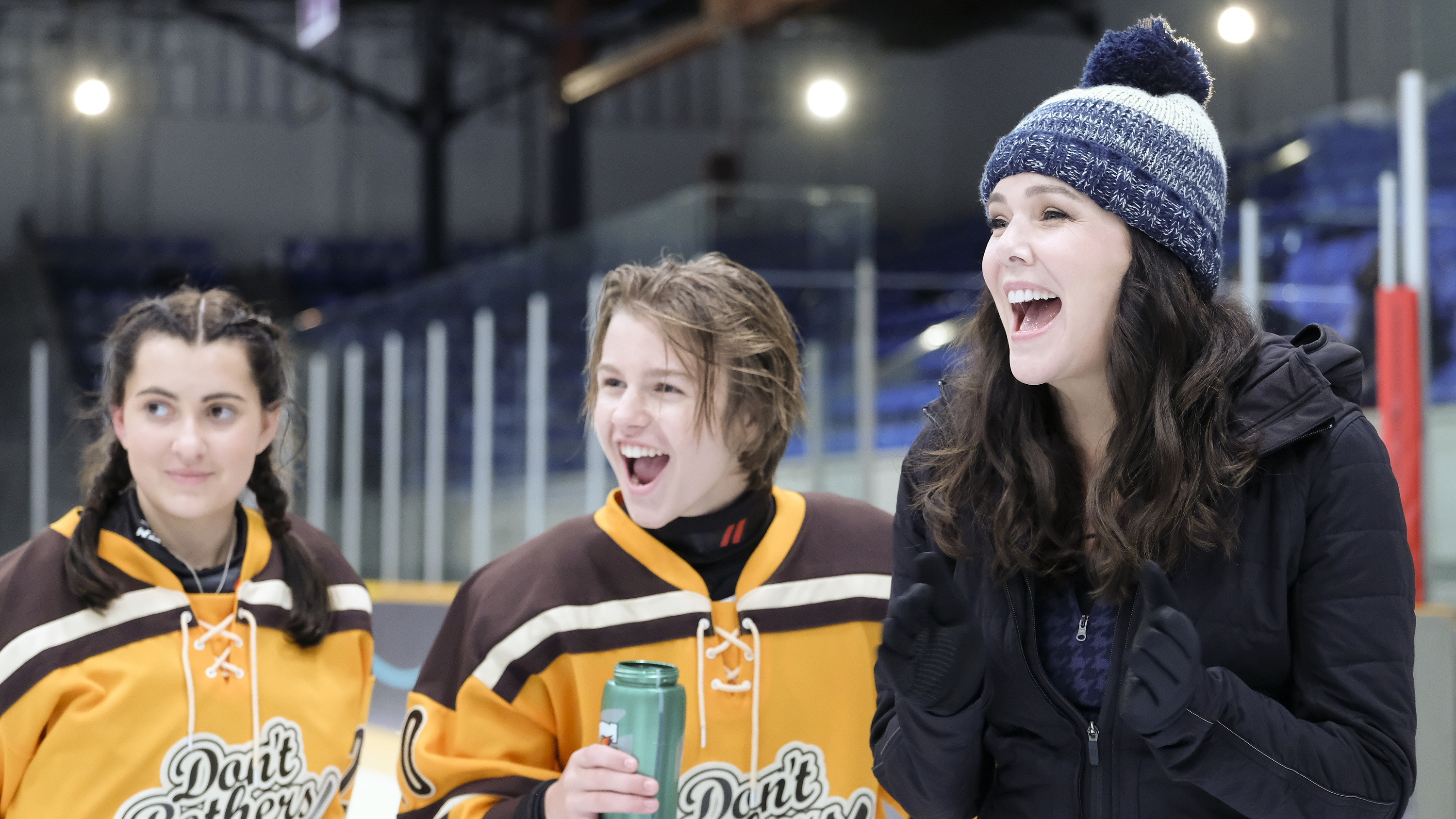 """THE MIGHTY DUCKS: GAME CHANGERS - """"Breakaway"""" - Alex tries to be a real coach, Evan recruits Sofi, and the team gets unexpected help...from Bombay. (Disney/Liane Hentscher) KIEFER O'REILLY, LAUREN GRAHAM"""