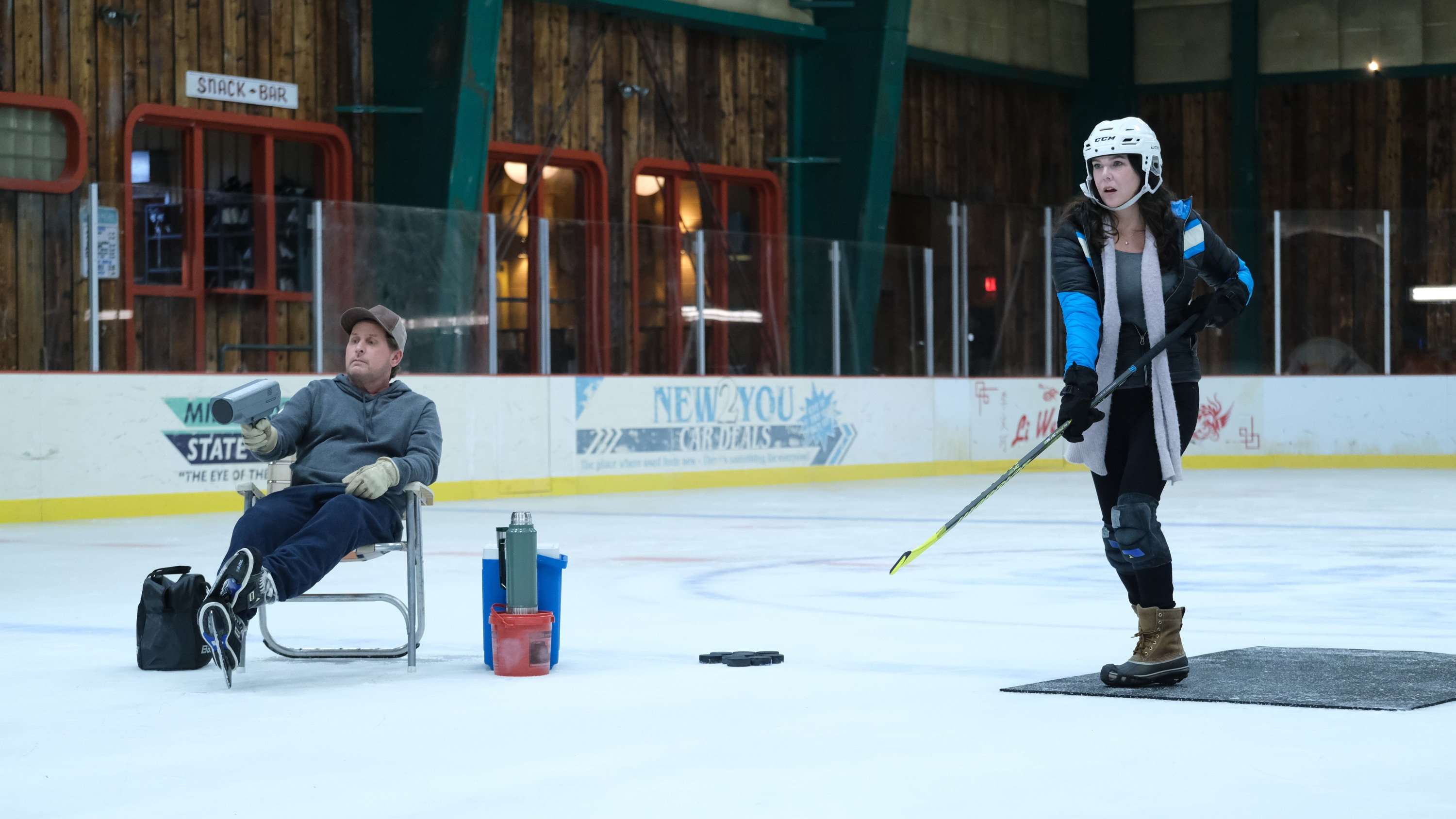 "THE MIGHTY DUCKS: GAME CHANGERS - ""Hockey Moms"" - Bombay helps the Don't Bother moms take on Duck moms on the ice; Sofi's fate hangs in the balance. (Disney/Liane Hentscher) EMILIO ESTEVEZ, LAUREN GRAHAM"