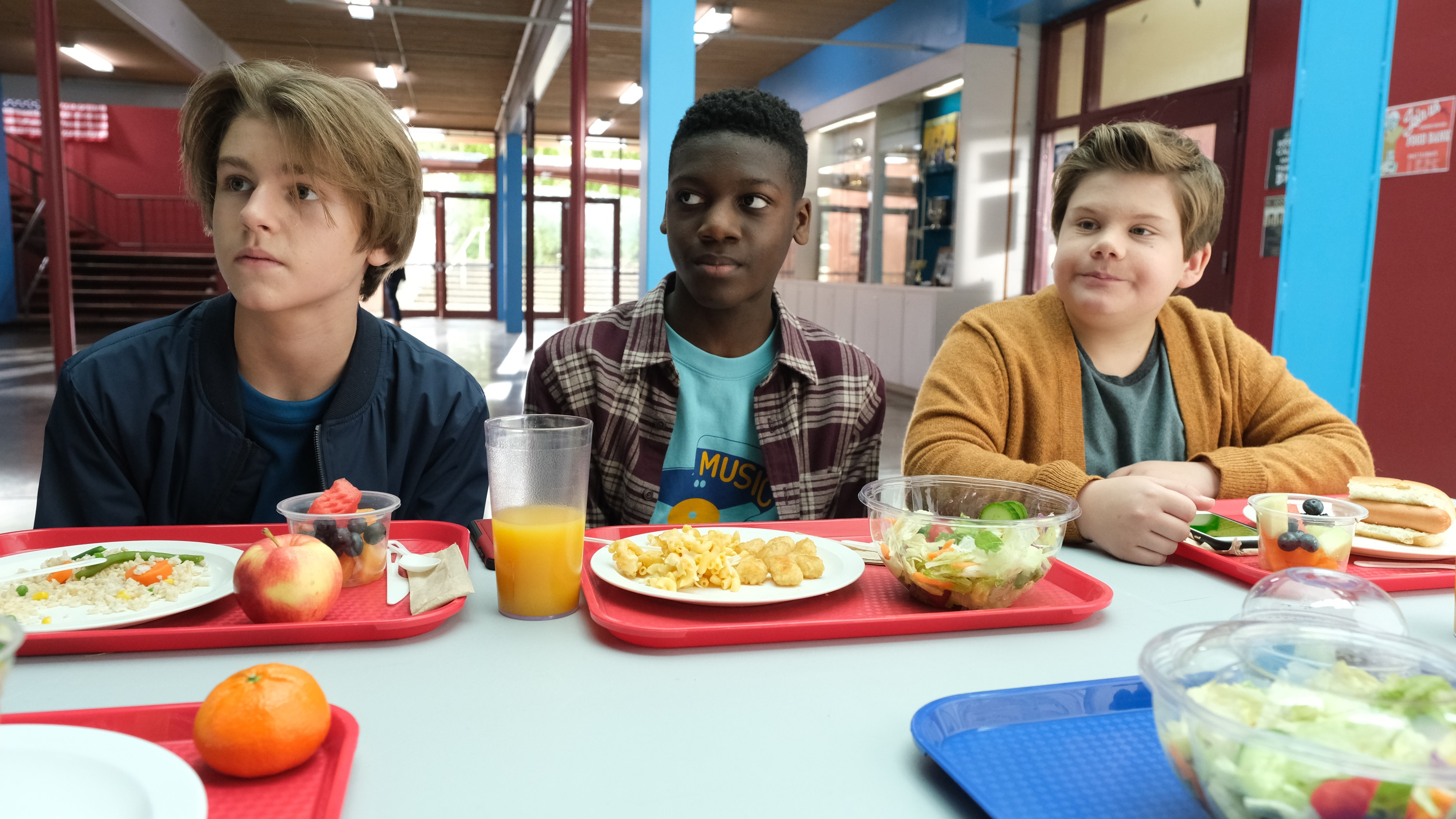 """THE MIGHTY DUCKS: GAME CHANGERS - """"Cherry Picker"""" - Evan's rocker dad unexpectedly shows up, complicating things for Evan, Alex, and even Bombay.  (Disney/Liane Hentscher) KIEFER O'REILLY, DE'JON WATTS, MAXWELL SIMPKINS"""