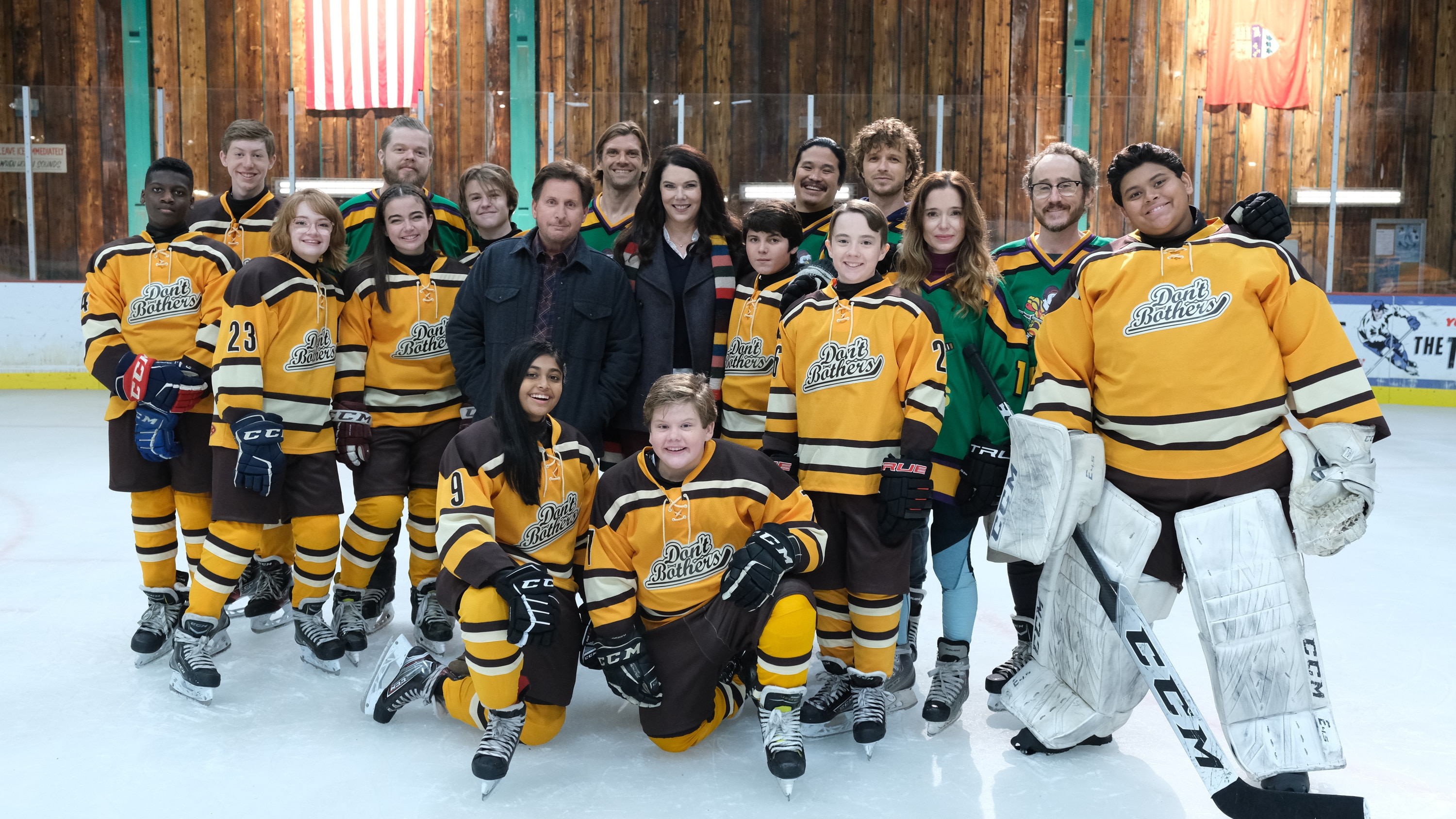 "THE MIGHTY DUCKS: GAME CHANGERS - ""Spirit of the Ducks"" - With the original Ducks back in town, Evan and Bombay each consider where their loyalties lie. (Disney/Liane Hentscher) KNEELING: SWAYAM BHATIA, MAXWELL SIMPKINS, STANDING: DE'JON WATTS, FORREST ROZITIS, BELLA HIGGINBOTHAM, ELDEN HENSON, TAEGEN BURNS, KIEFER O'REILLY, EMILIO ESTEVEZ, VINCENT LARUSSO, LAUREN GRAHAM, BRADY NOON, JUSTIN WONG, ZENON BROWN, GARETTE HENSON, MARGUERITE MOREAU, MATT DOHERTY, LUKE ISLAM"