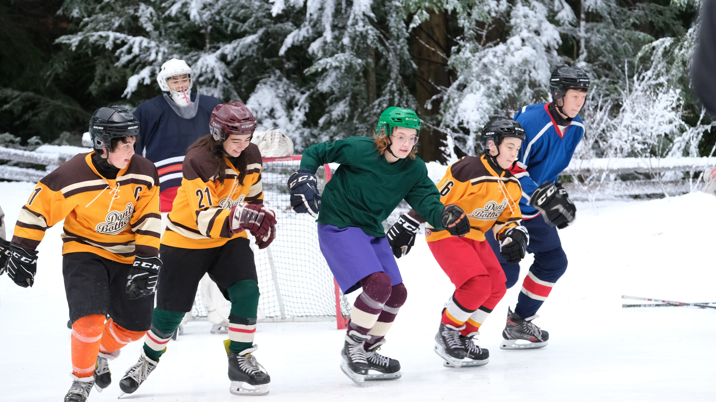 """THE MIGHTY DUCKS: GAME CHANGERS - """"Pond Hockey"""" - With the team mad at Evan, and Alex unsure of her coaching skills, Bombay brings them somewhere new. (Disney/Liane Hentscher) BRADY NOON, TAEGEN BURNS, BELLA HIGGINBOTHAM, ZENON BROWN, FORREST ROZITIS"""