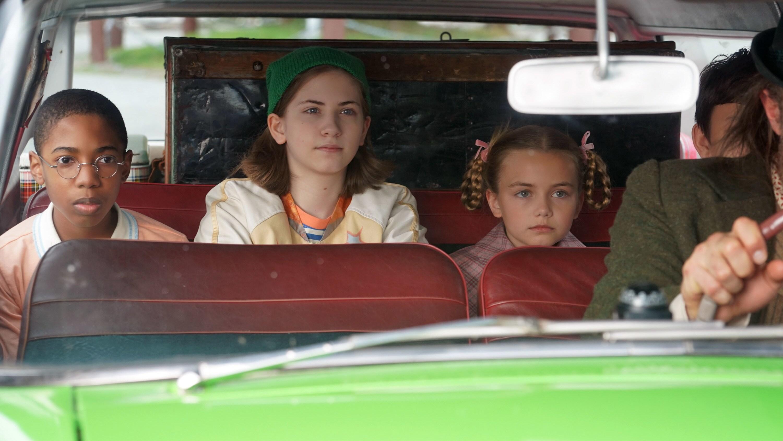 "MYSTERIOUS BENEDICT SOCIETY - ""Carrying A Bird"" (Disney/Harvey Shane) SETH CARR, EMMY DEOLIVEIRA, MARTA TIMOFEEVA"