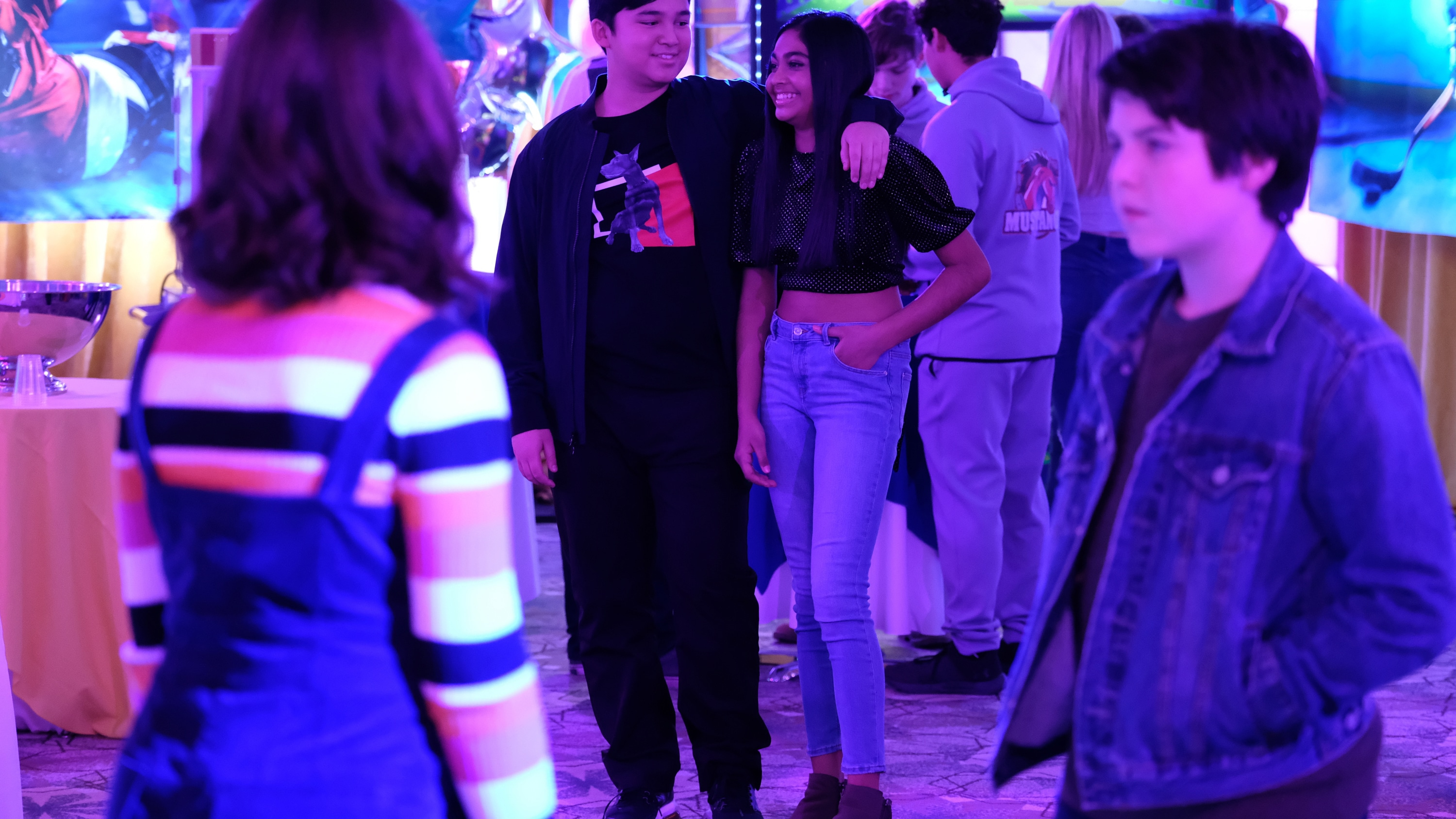 """THE MIGHTY DUCKS: GAME CHANGERS - """"Head Games"""" - Don't Bothers road trip to States! Teen drama unfolds, Alex is left behind, Bombay reveals a secret.  (Disney/Liane Hentscher) KASRA WONG, SWAYAM BHATIA"""