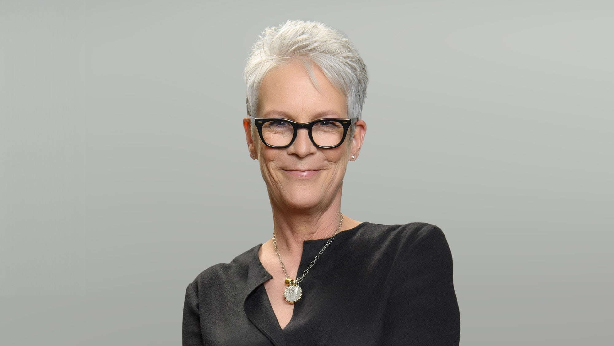 """TURNING THE TABLES WITH ROBIN ROBERTS - """"Episode 103"""" - Billie Jean King, Jamie Lee Curtis, Mickey Guyton. (Disney/Richard Harbaugh) JAMIE LEE CURTIS"""