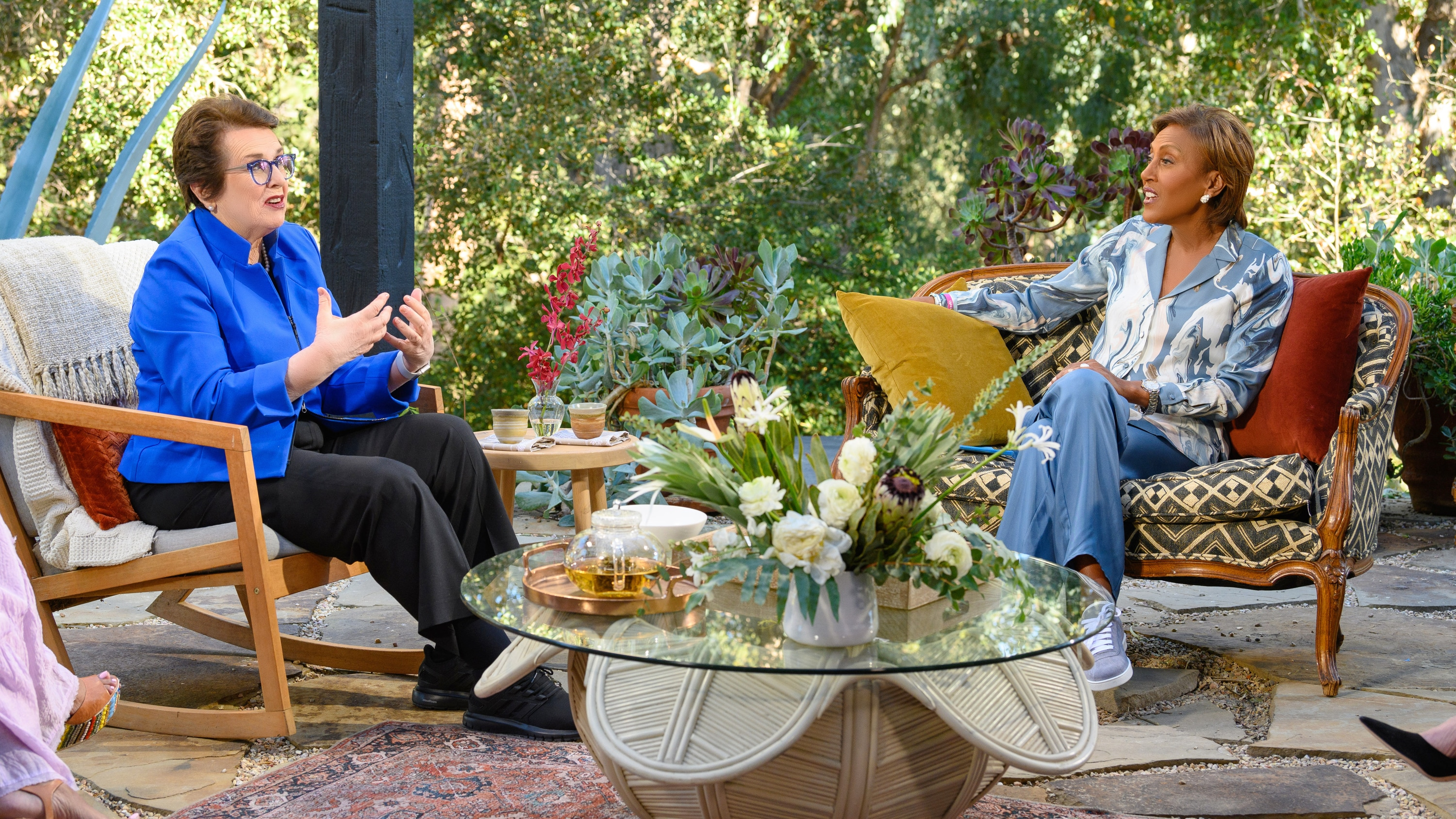 """TURNING THE TABLES WITH ROBIN ROBERTS - """"Episode 103"""" - Billie Jean King, Jamie Lee Curtis, Mickey Guyton. (Disney/Richard Harbaugh) BILLIE JEAN KING, ROBIN ROBERTS"""