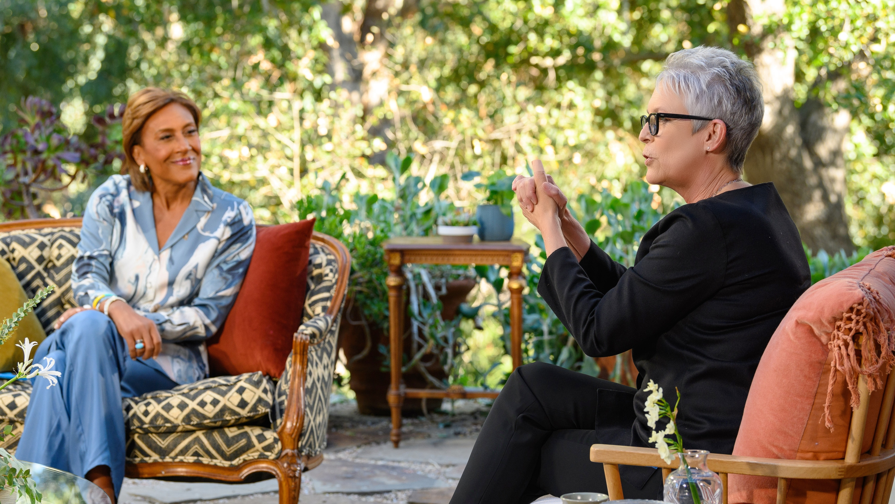 """TURNING THE TABLES WITH ROBIN ROBERTS - """"Episode 103"""" - Billie Jean King, Jamie Lee Curtis, Mickey Guyton. (Disney/Richard Harbaugh) ROBIN ROBERTS, JAMIE LEE CURTIS"""
