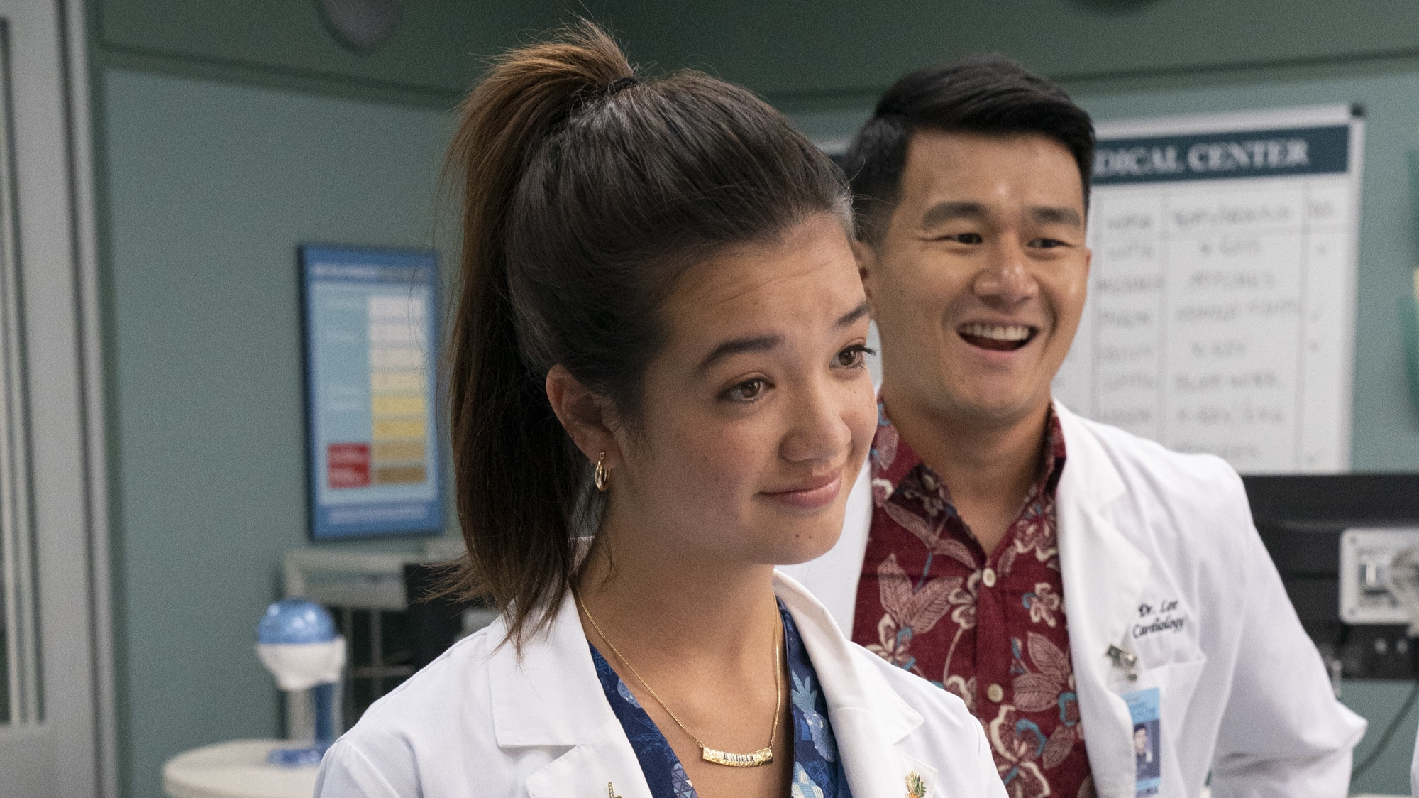 """DOOGIE KAMEALOHA, M.D. - """"Aloha - The Hello One"""" - Lahela is eager to experience some of life's firsts, but professional responsibilities interfere. (Disney/Karen Neal) PEYTON ELIZABETH LEE, RONNY CHIENG"""