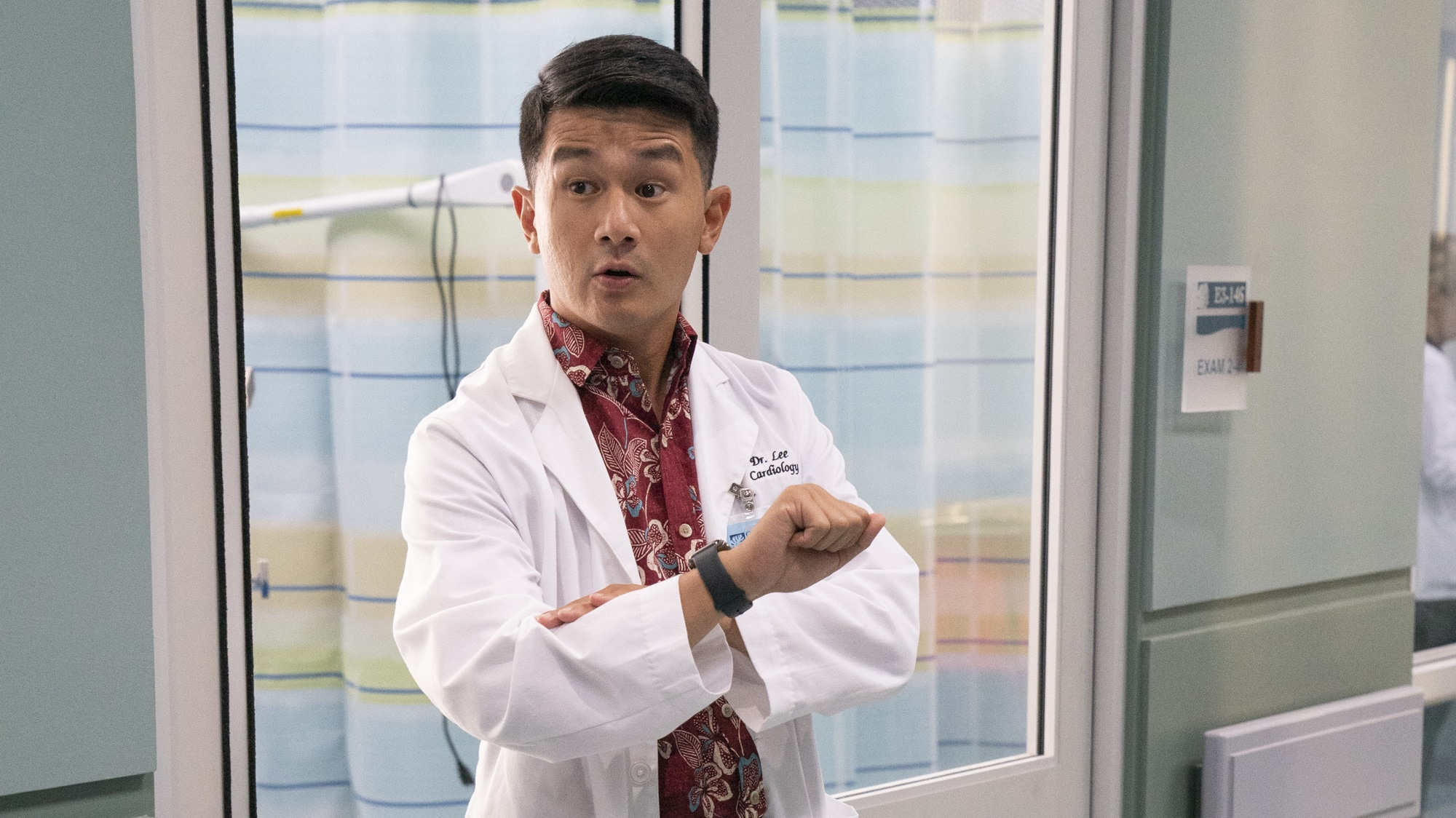 """DOOGIE KAMEALOHA, M.D. - """"Aloha - The Hello One"""" - Lahela is eager to experience some of life's firsts, but professional responsibilities interfere. (Disney/Karen Neal) RONNY CHIENG"""