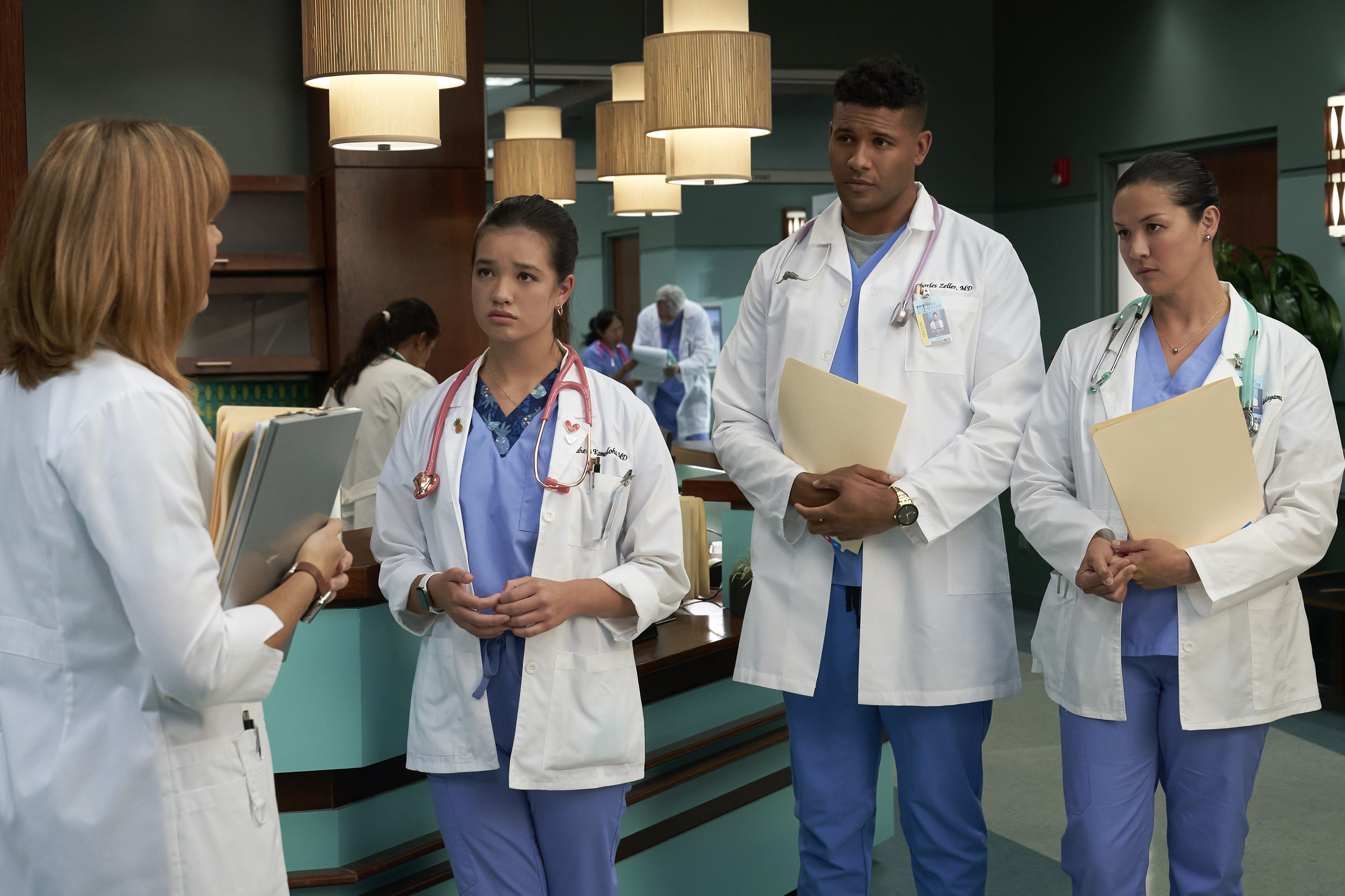 """DOOGIE KAMEALOHA, M.D. - """"Love Is a Mystery"""" - Lahela tackles two mysteries: the root cause of a tourist's sudden paralysis and Walter's feelings. (Disney/Karen Neal) PEYTON ELIZABETH LEE, JEFFREY BOWYER- CHAPMAN, MAPUANA MAKIA"""