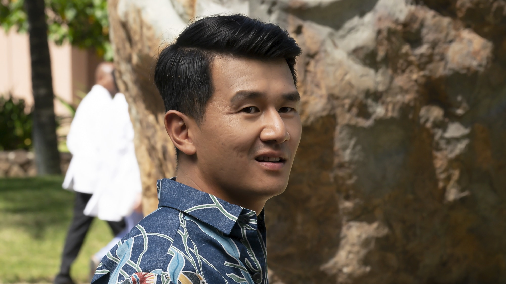 """DOOGIE KAMEALOHA, M.D. - """"License to Not Drive"""" - Yearning for freedom, Lahela defies Clara and takes the family car without permission. (Disney/Karen Neal) RONNY CHIENG"""