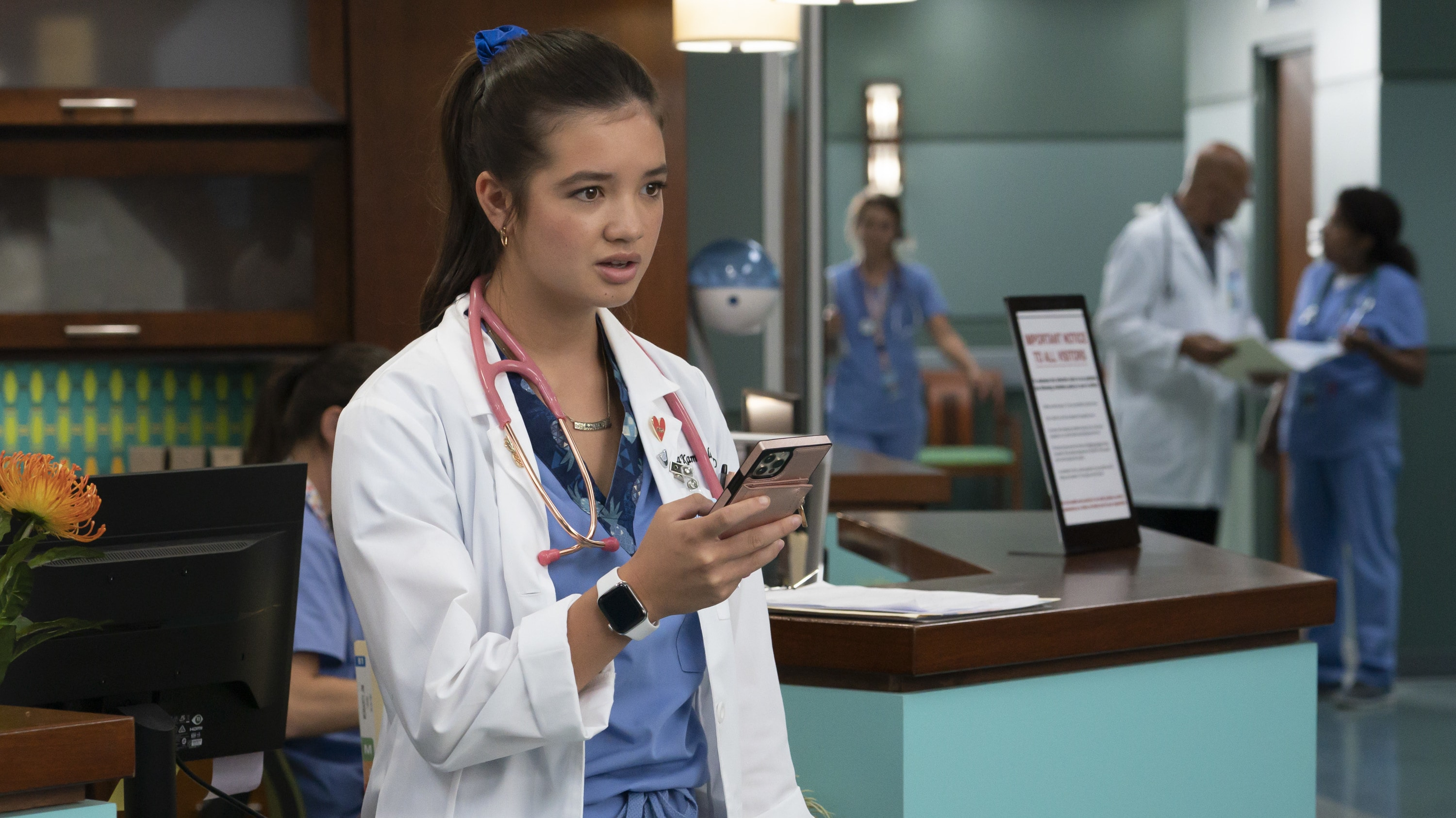 """DOOGIE KAMEALOHA, M.D. - """"Love Is a Mystery"""" - Lahela tackles two mysteries: the root cause of a tourist's sudden paralysis and Walter's feelings. (Disney/Karen Neal) PEYTON ELIZABETH LEE"""