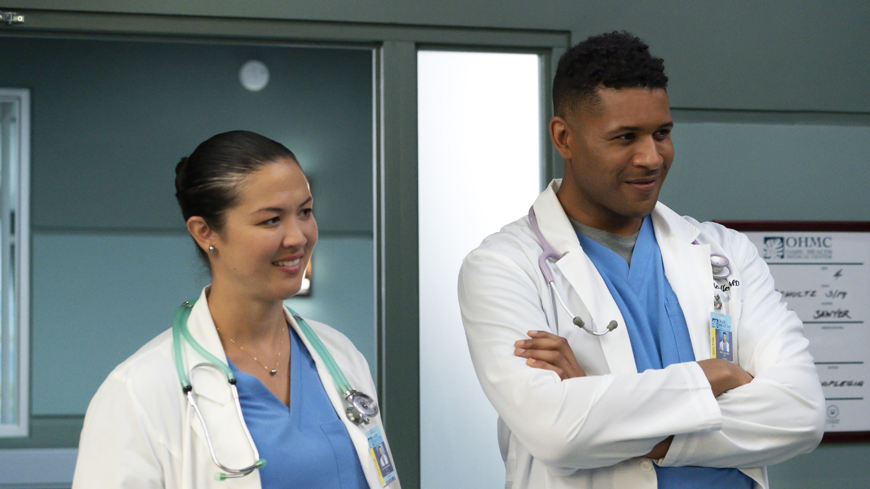 """DOOGIE KAMEALOHA, M.D. - """"Love Is a Mystery"""" - Lahela tackles two mysteries: the root cause of a tourist's sudden paralysis and Walter's feelings. (Disney/Karen Neal) MAPUANA MAKIA, JEFFREY BOWYER-CHAPMAN"""