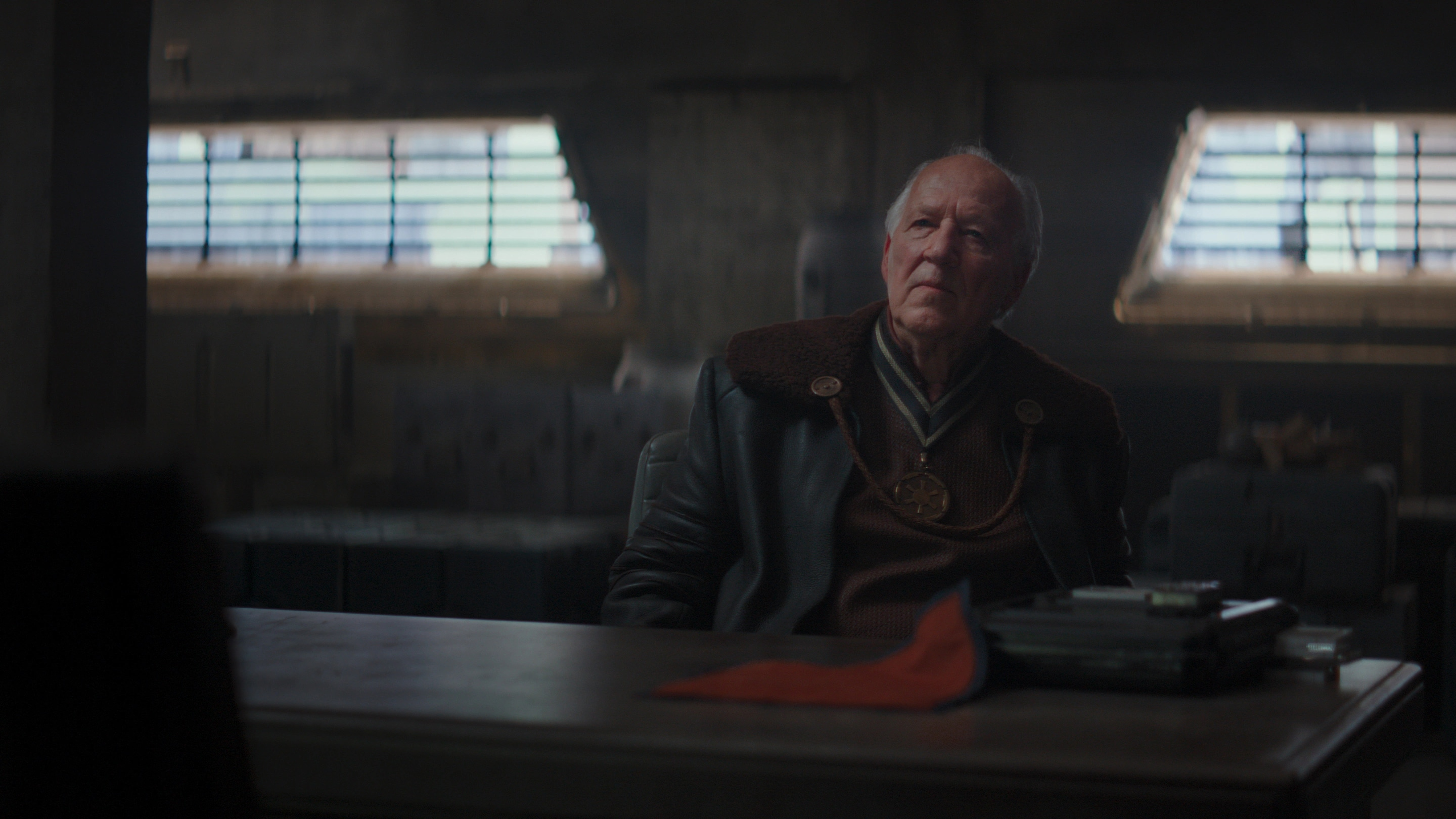 Caption :Werner Herzog is the Client in the Disney+ series THE MANDALORIAN. Byline :Lucasfilm Ltd. Copyright :(c) 2019 Lucasfilm Ltd. All Rights Reserved.
