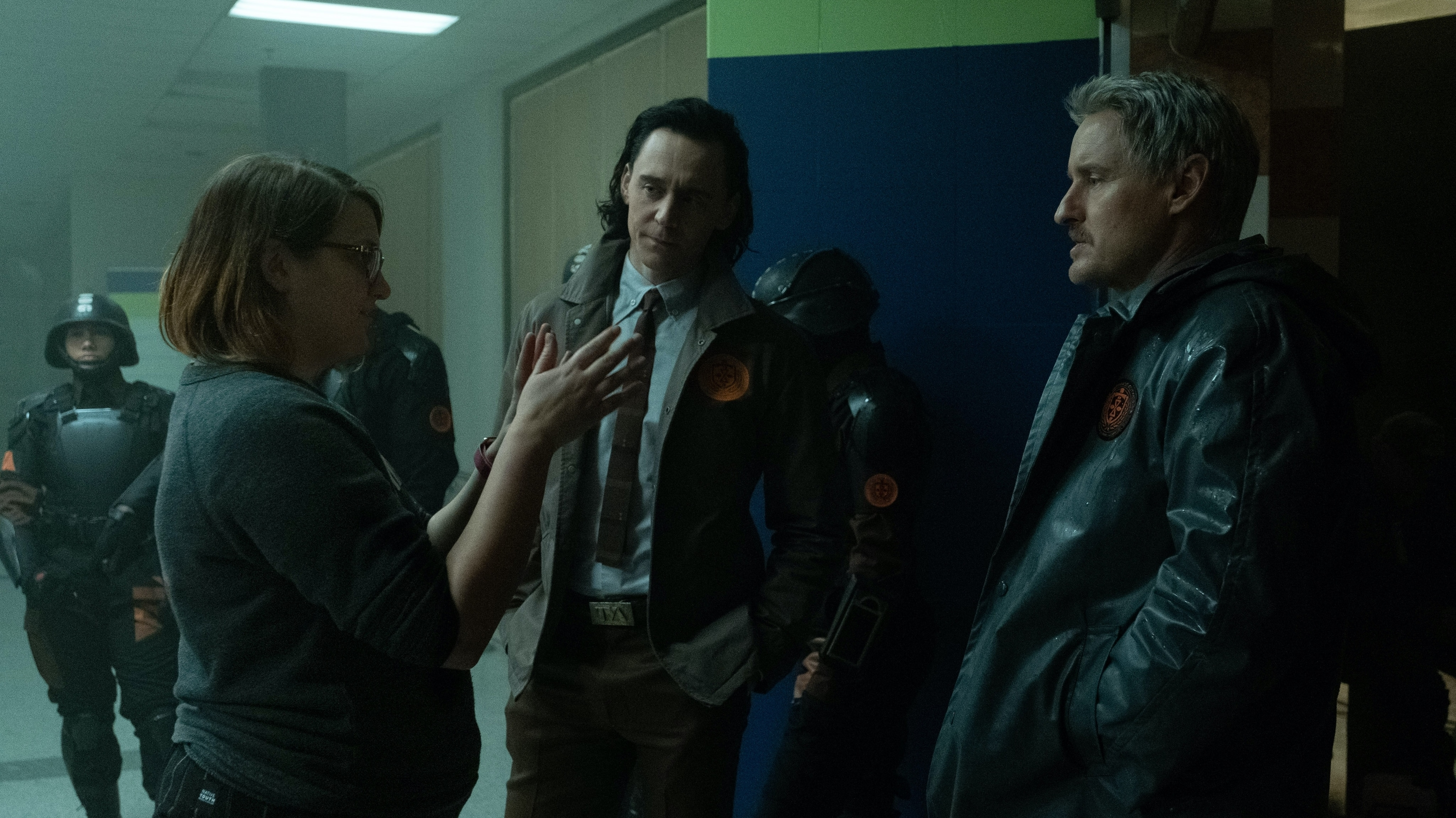 (L-R): Director Kate Herron, TomHiddleston and Owen Wilson on the set of Marvel Studios' LOKI, exclusively on Disney+. Photo by Chuck Zlotnick. ©Marvel Studios 2021. All Rights Reserved.
