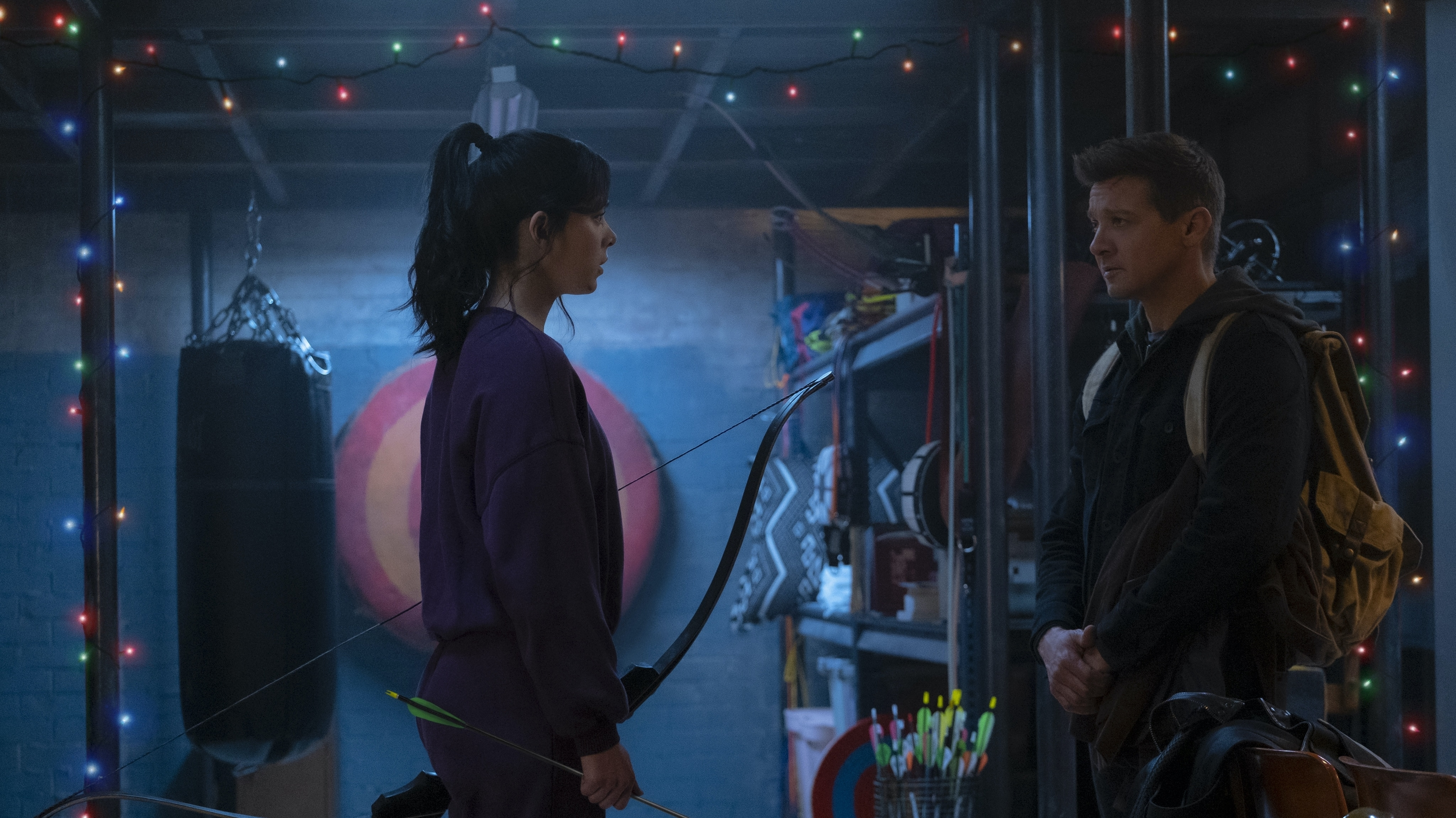 (L-R): Kate Bishop (Hailee Steinfeld) and Hawkeye/Clint Barton (Jeremy Renner) in Marvel Studios' HAWKEYE, exclusively on Disney+. Photo by Chuck Zlotnick. ©Marvel Studios 2021. All Rights Reserved.