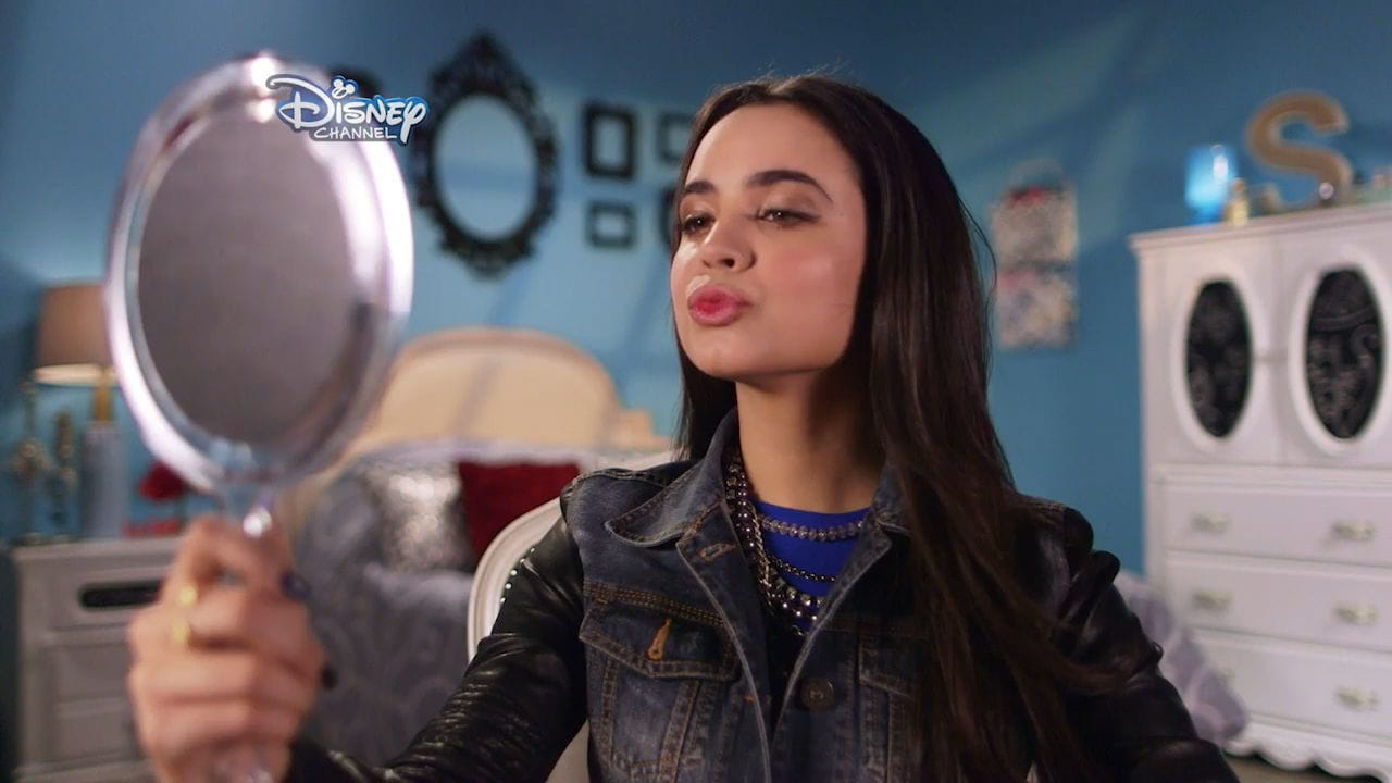 Descendants | Meet The Villain Kids: Evie