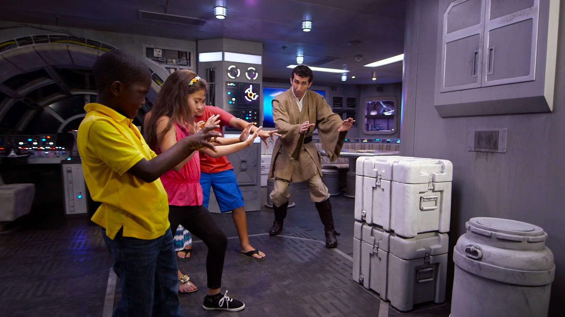 Star Wars Comes to the Disney Dream - Disney Insider