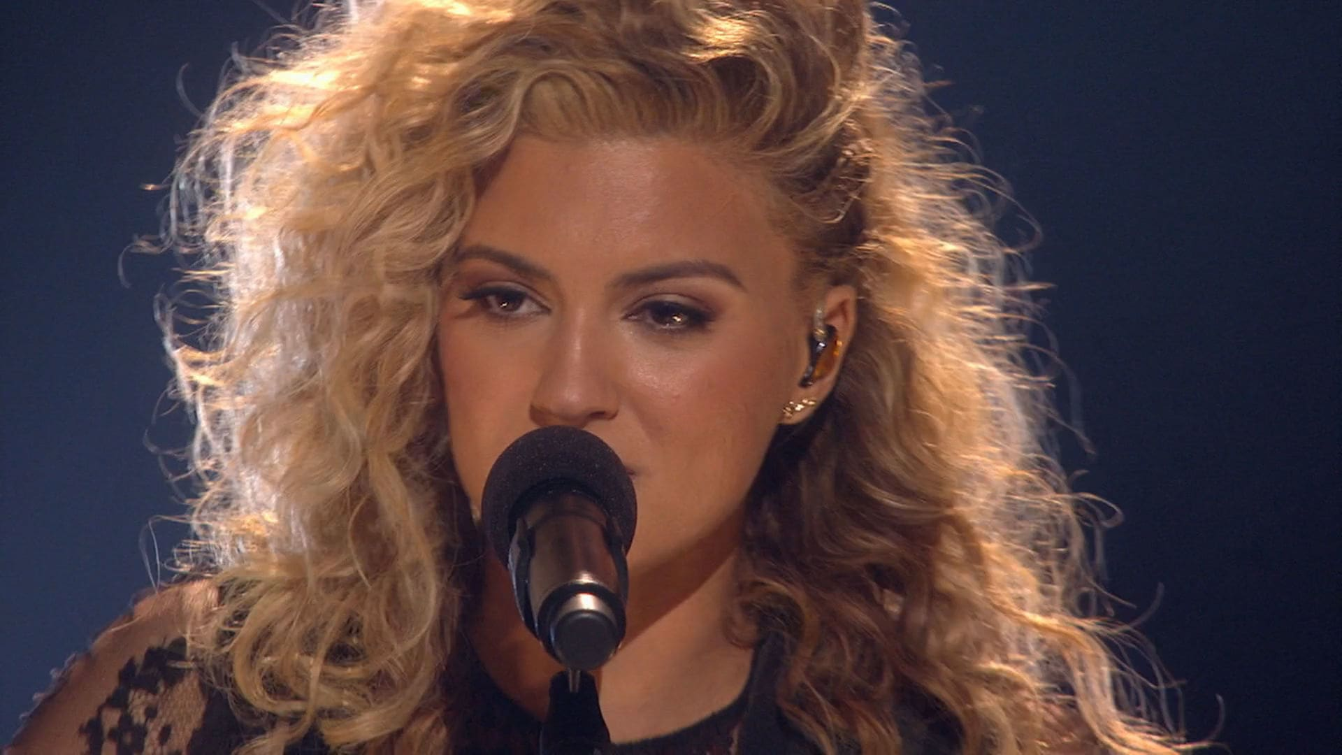 "Tori Kelly ""Nobody Love (Acoustic)"" - 2015 RDMA Performance"