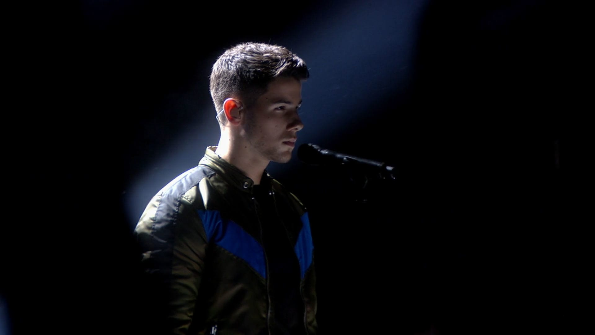 "Nick Jonas ""Jealous"" & ""Chains"" - 2015 RDMA Performance"