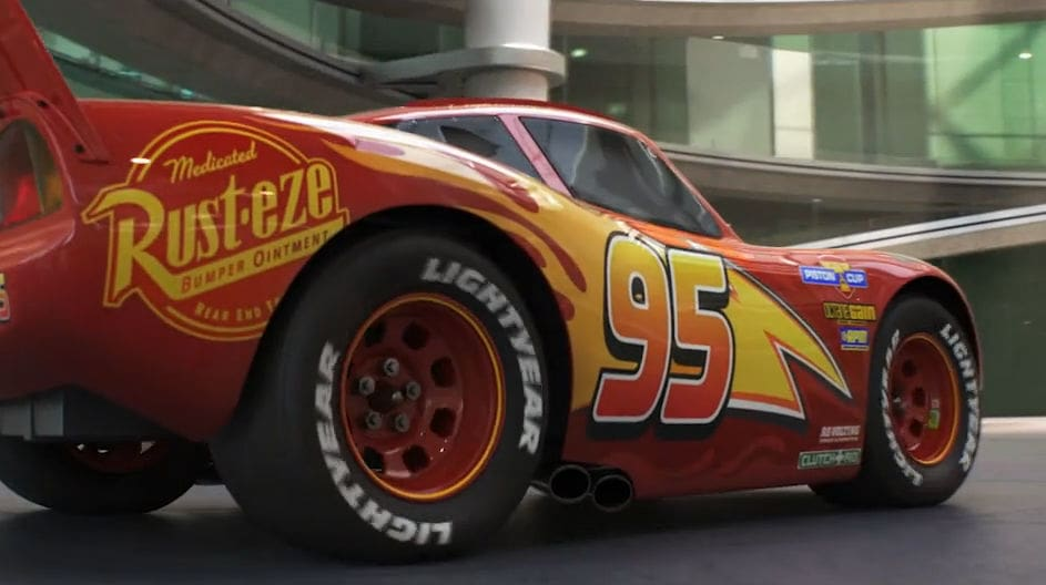 Cars 3: McQueen Rolls Into Town