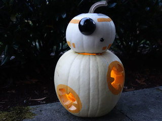 Get a Thumbs-Up from Trick-Or-Treaters with This BB-8-O'-Lantern
