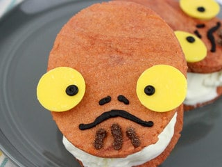 Concentrate All Taste Buds on These Delicious Admiral Ackbar Ice Cream Sandwiches