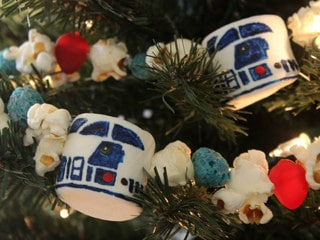 Add R2-D2 Popcorn Garland to Your Tree for Some Holiday Droid Decor