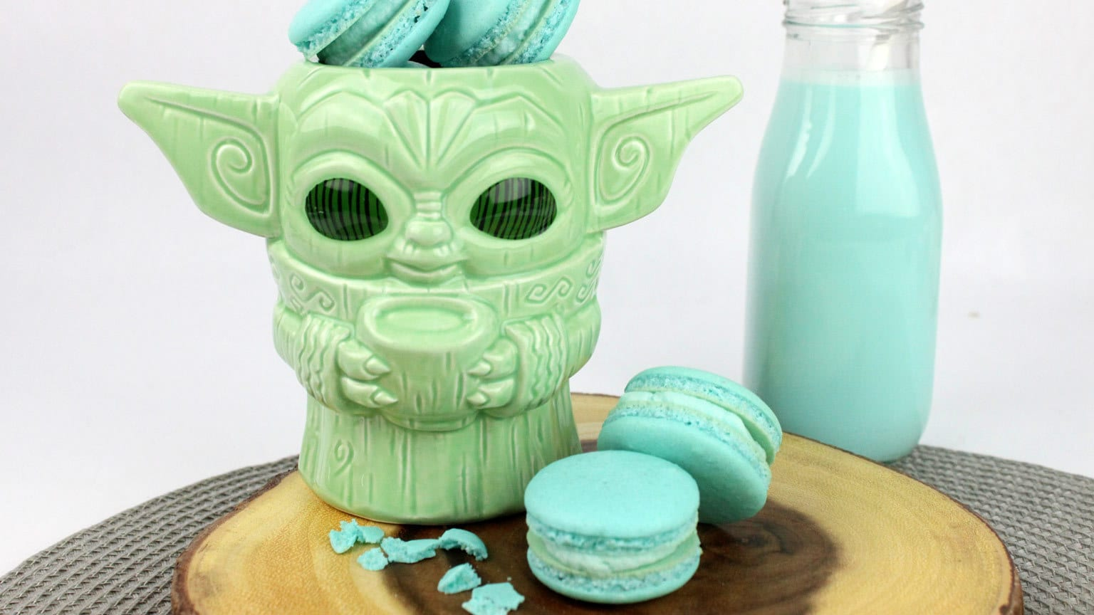 Make Blue Milk Mando Macarons to Share with Everyone