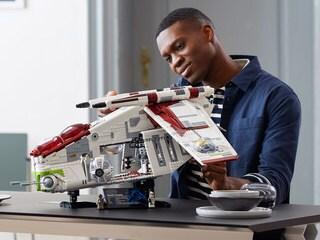 The LEGO Star Wars Republic Gunship Strikes Back! – Exclusive Reveal