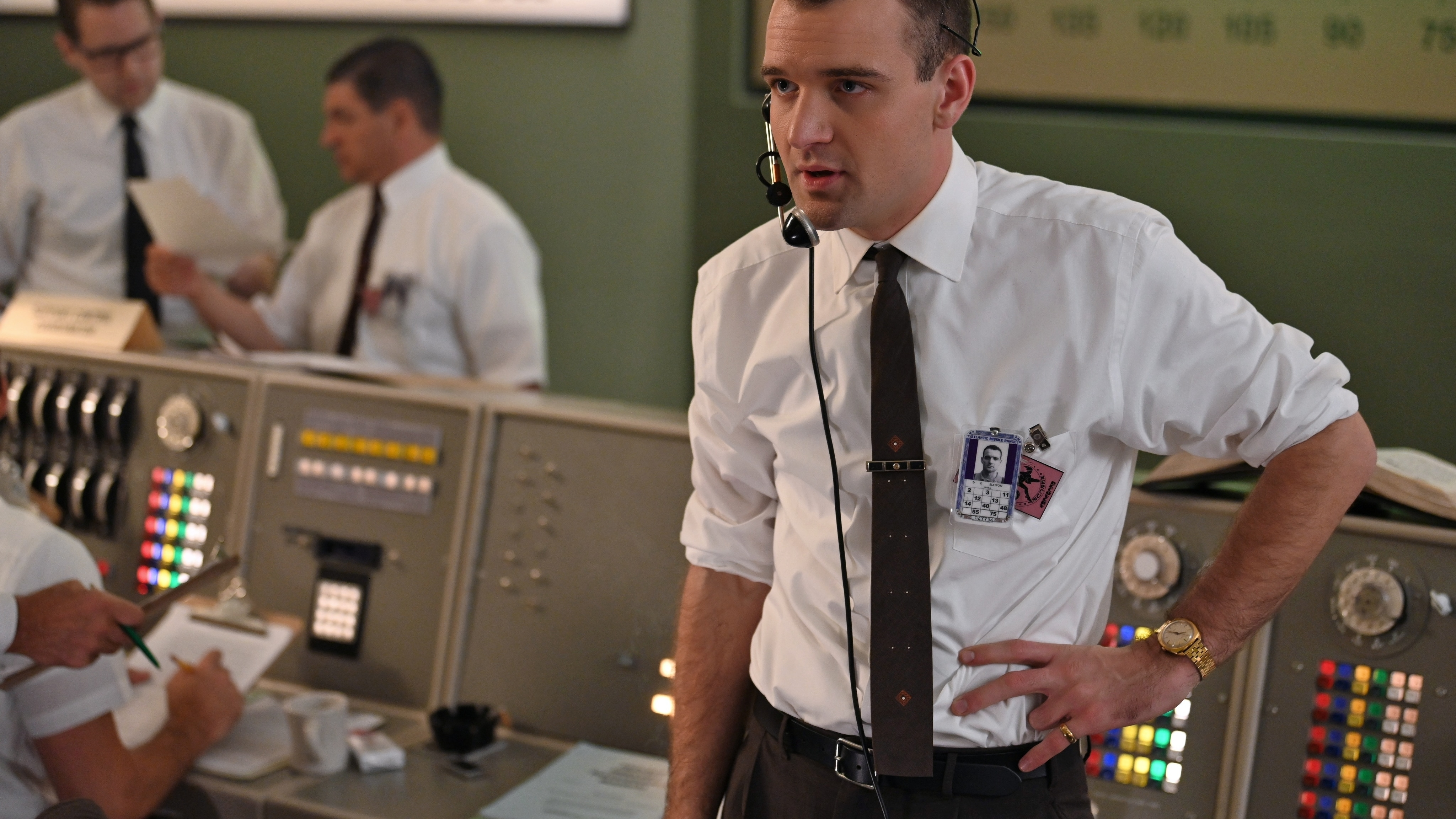 Deke Slayton (R) played by Micah Stock in Mercury Control Center during the Mercury-Redstone launch in National Geographic's THE RIGHT STUFF streaming on Disney+. (Credit: National Geographic/Gene Page)