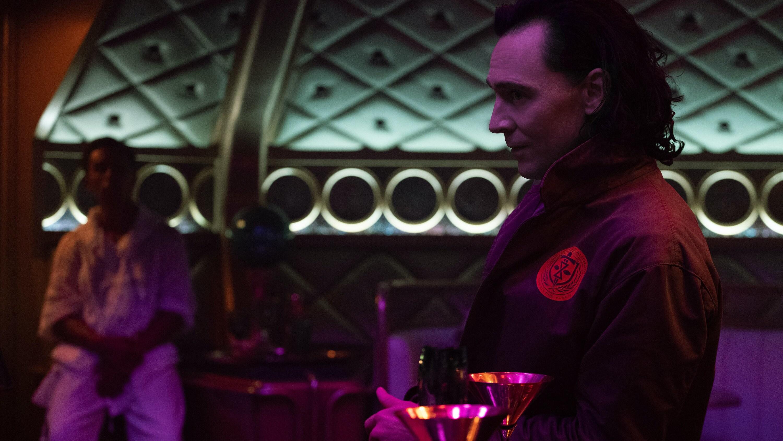 Loki (TomHiddleston) in Marvel Studios' LOKI, exclusively on Disney+. Photo by Chuck Zlotnick. ©Marvel Studios 2021. All Rights Reserved.