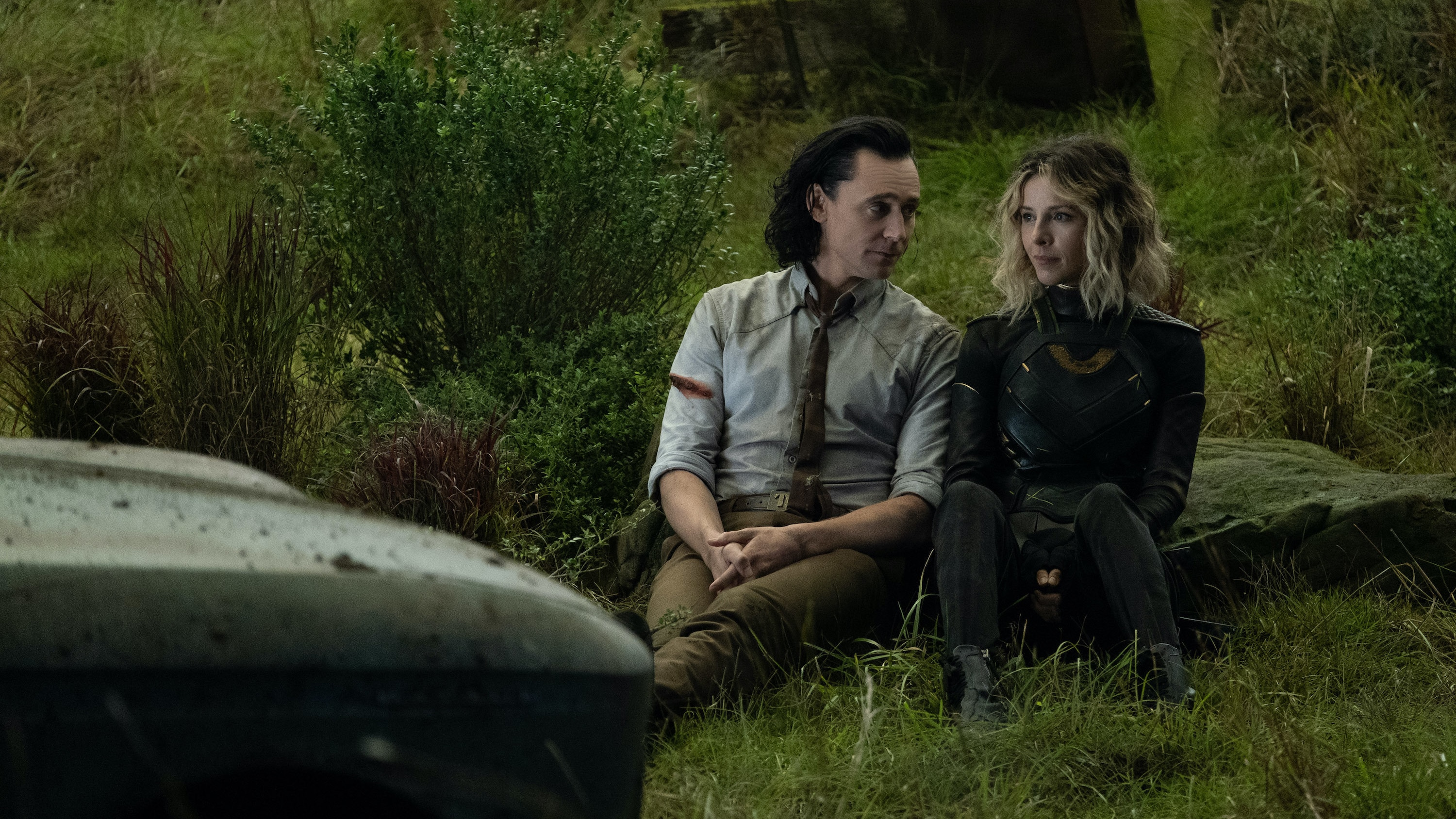 (L-R): Loki (TomHiddleston) and Sylvie (Sophia Di Martino) in Marvel Studios' LOKI, exclusively on Disney+. Photo by Chuck Zlotnick. ©Marvel Studios 2021. All Rights Reserved.