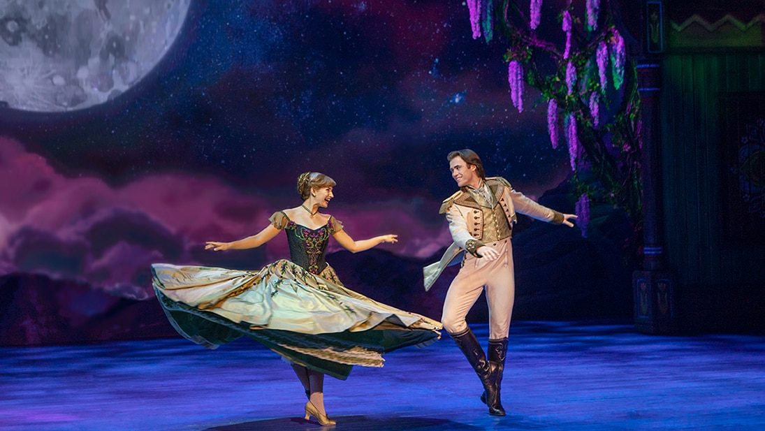Courtney Monsma as Anna and Thomas McGuane as Hans in the Australian production of Frozen the Musical