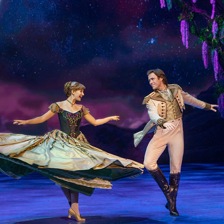 How Frozen the Musical brings Arendelle to life