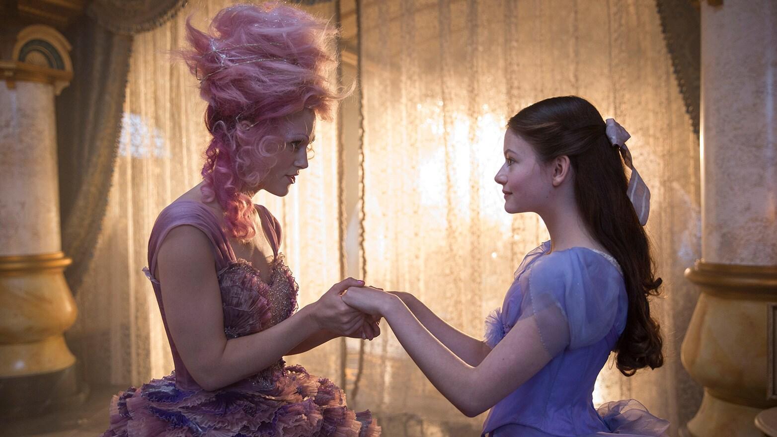 Keira Knightley as the Sugar Plum Fairy and Mackenzie Foy as Clara.