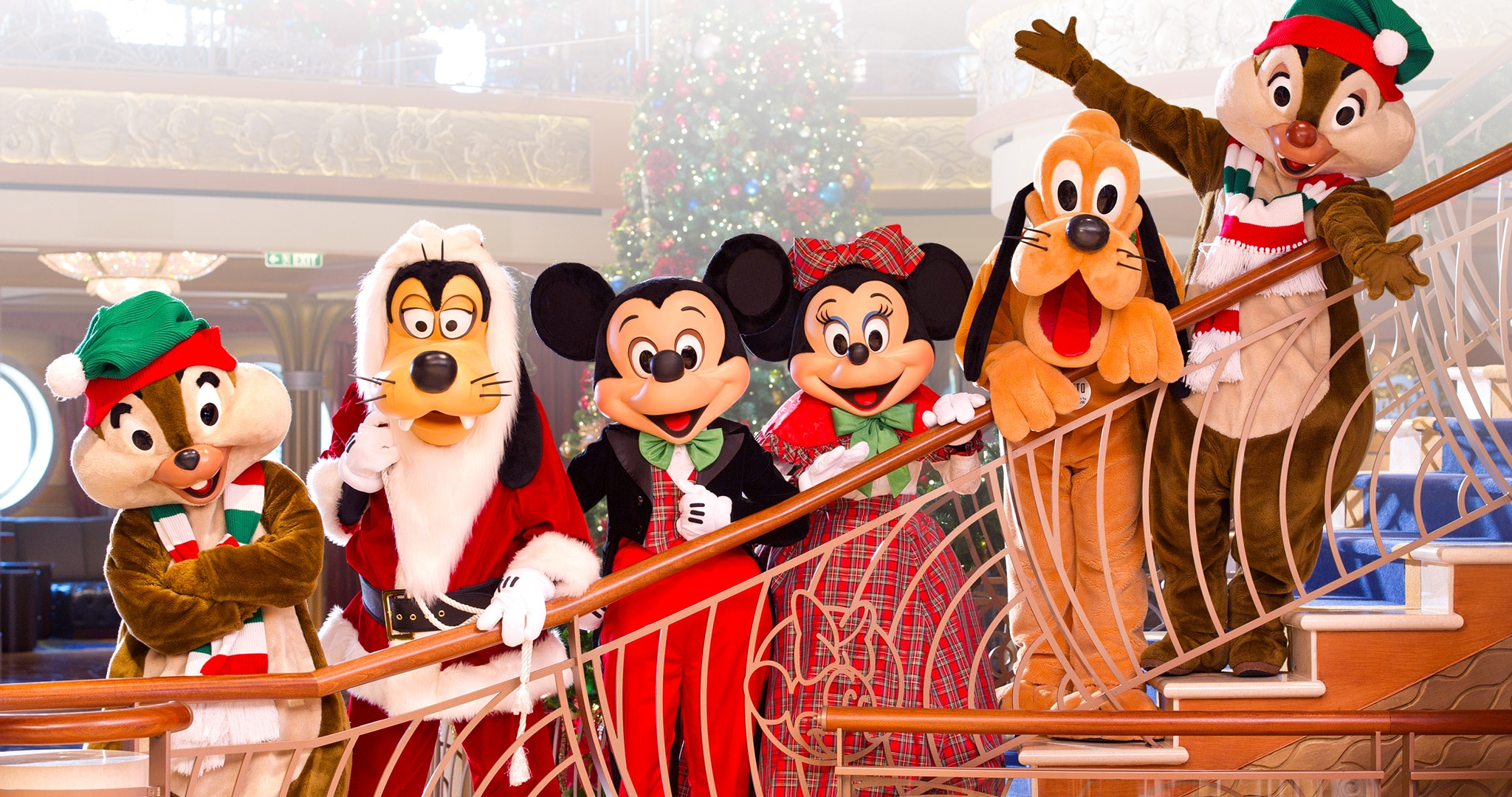 Picture of Chip, Goofy, Mickey, Minnie, Plut, and Dale.