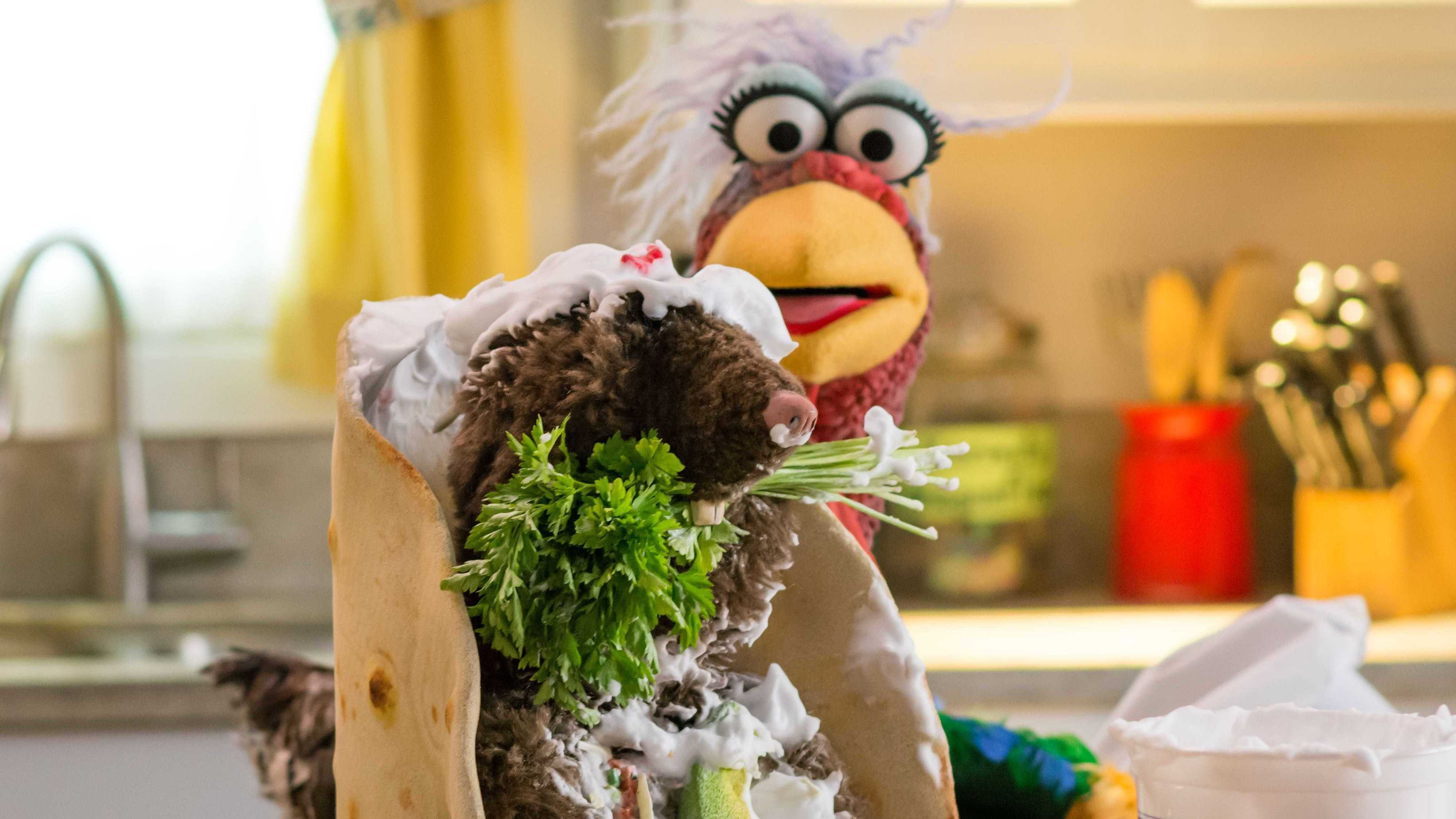 """Beverly Plume in """"Muppets Now,"""" streaming only on Disney+"""