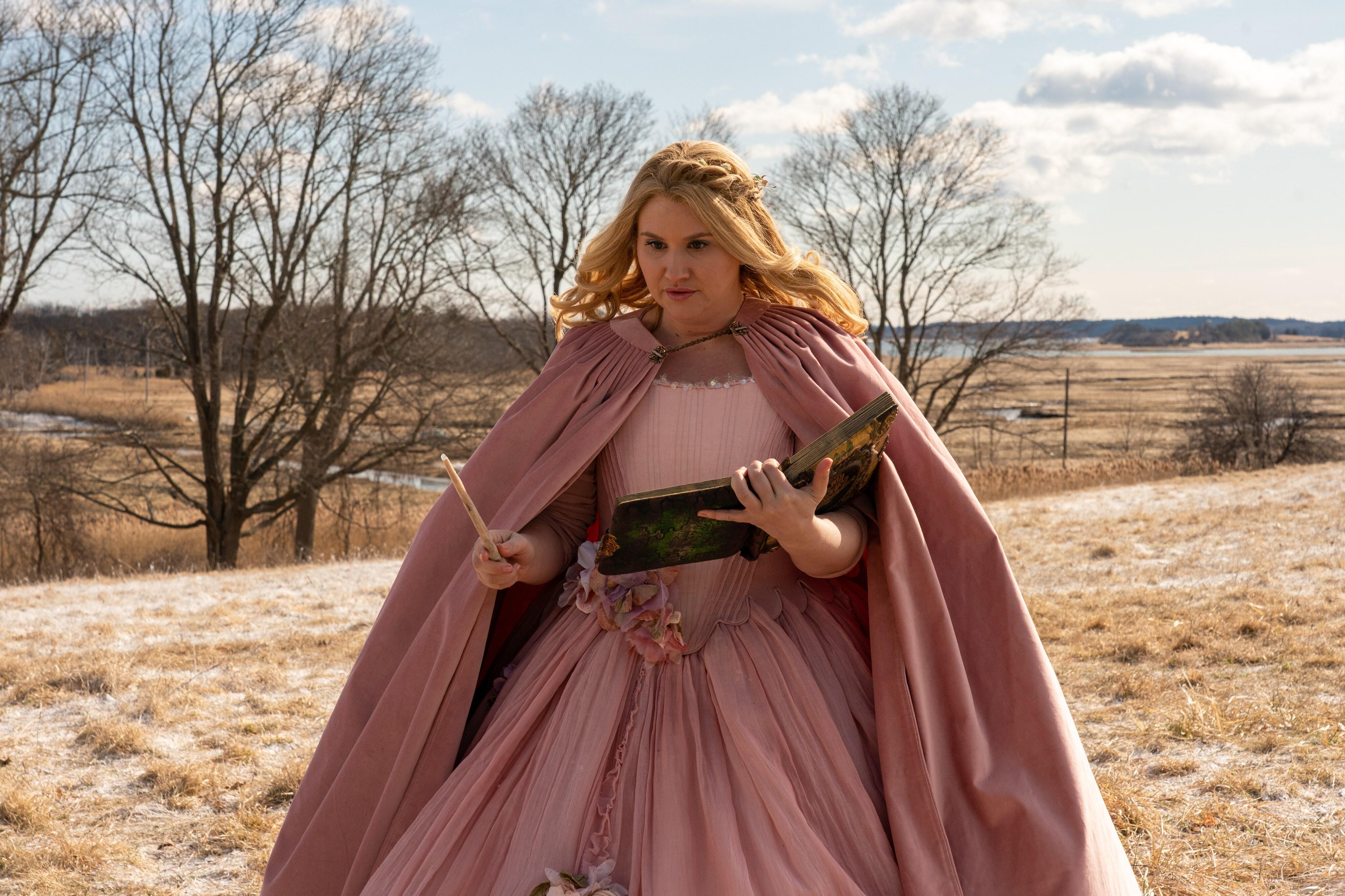 jillian bell as Eleanor in godmothered