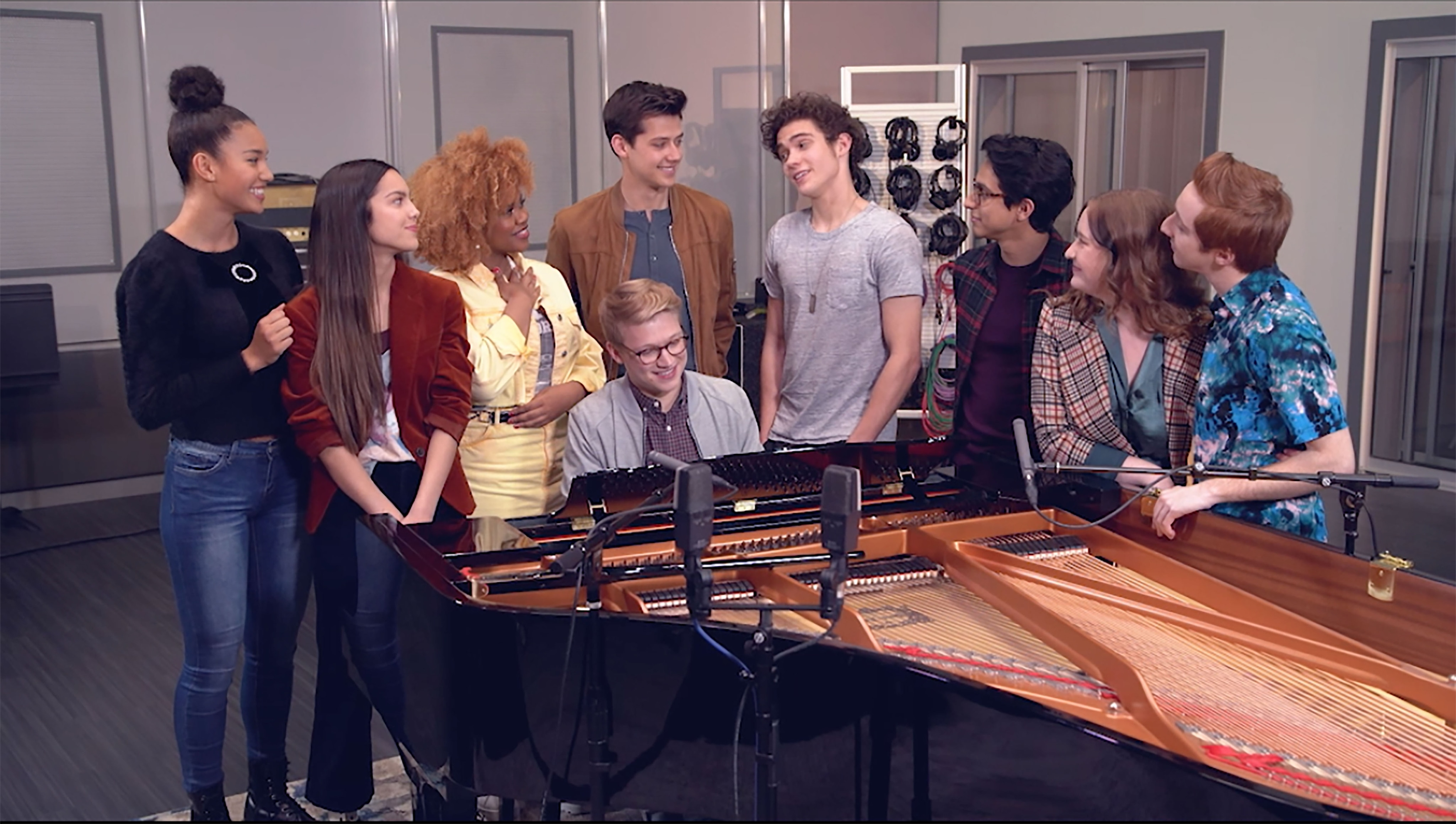 Cast of High School Musical: The Musical: The Series sings at piano.