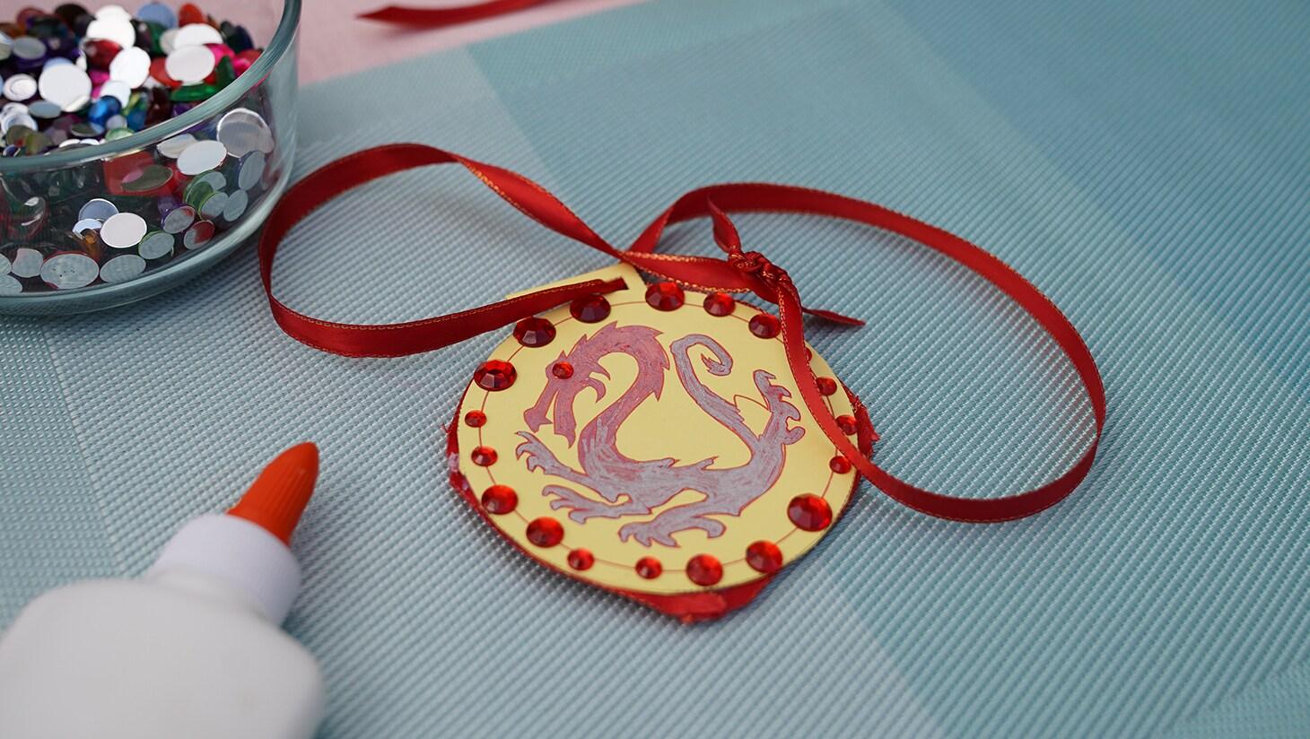 Mulan dragon necklace activity still image