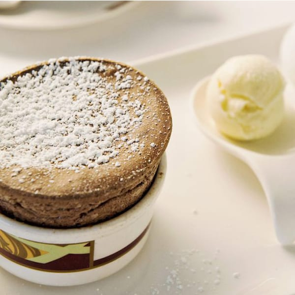 Aprende a hacer el soufflé de chocolate Palo de Disney Cruise Line