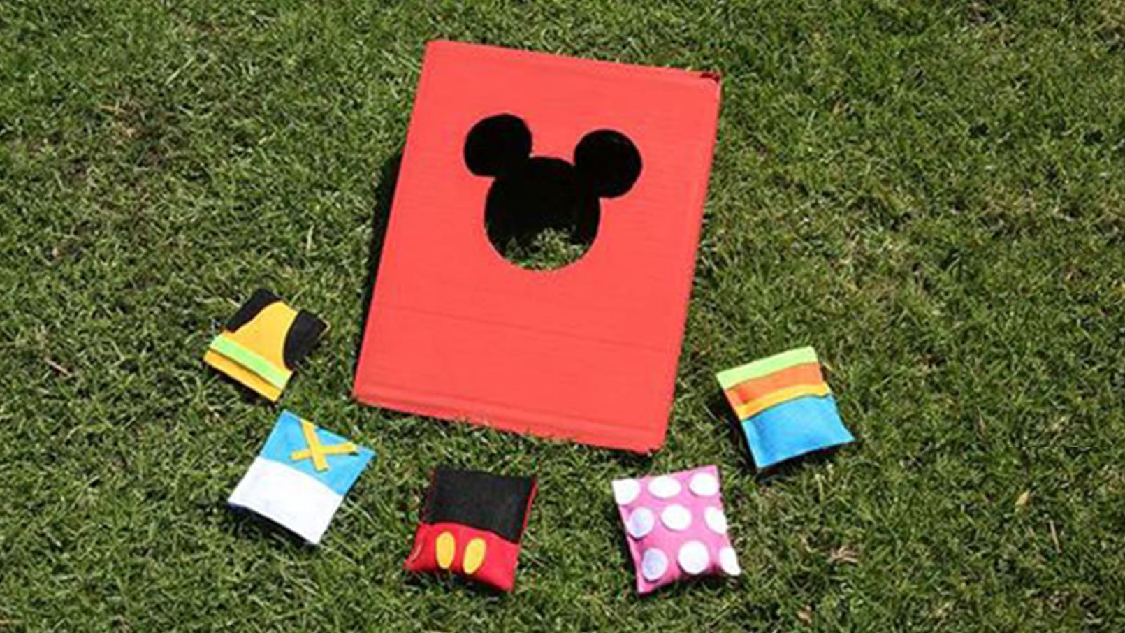 Mickey & Friends Bean Bag Toss