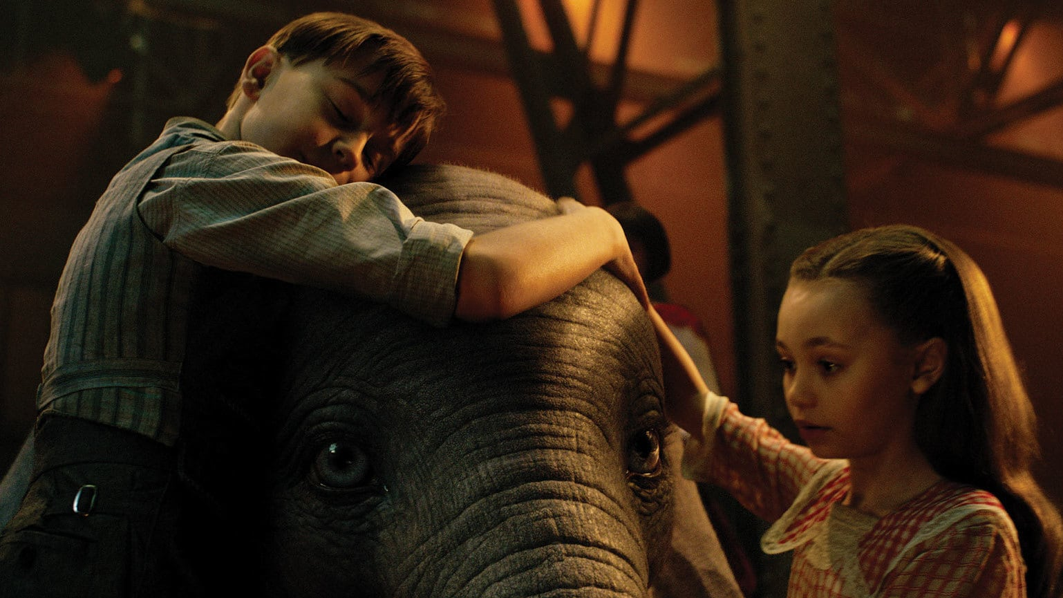 Nico Parker, and Finley Hobbins in Dumbo