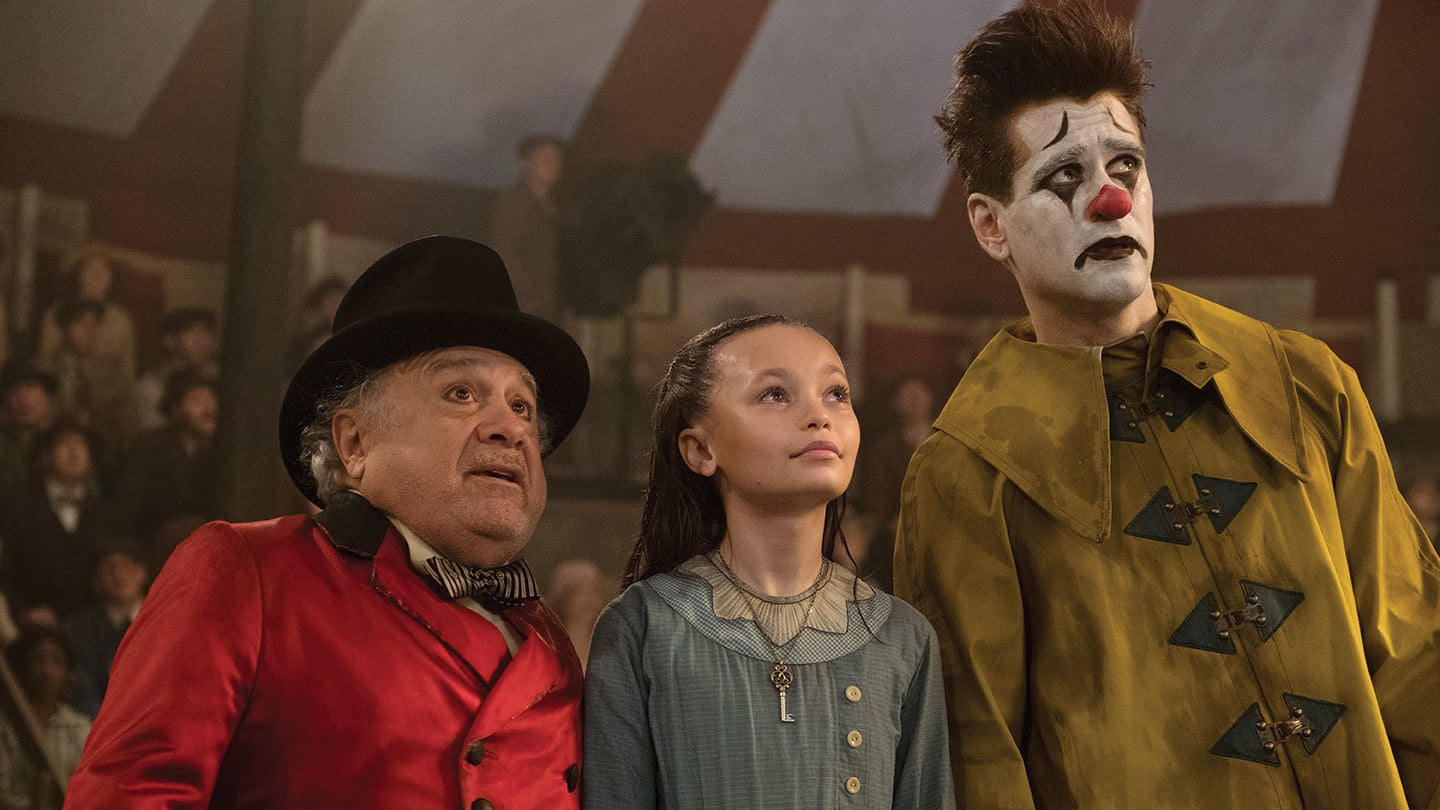 Danny DeVito, Colin Farrell, and Nico Parker in Dumbo