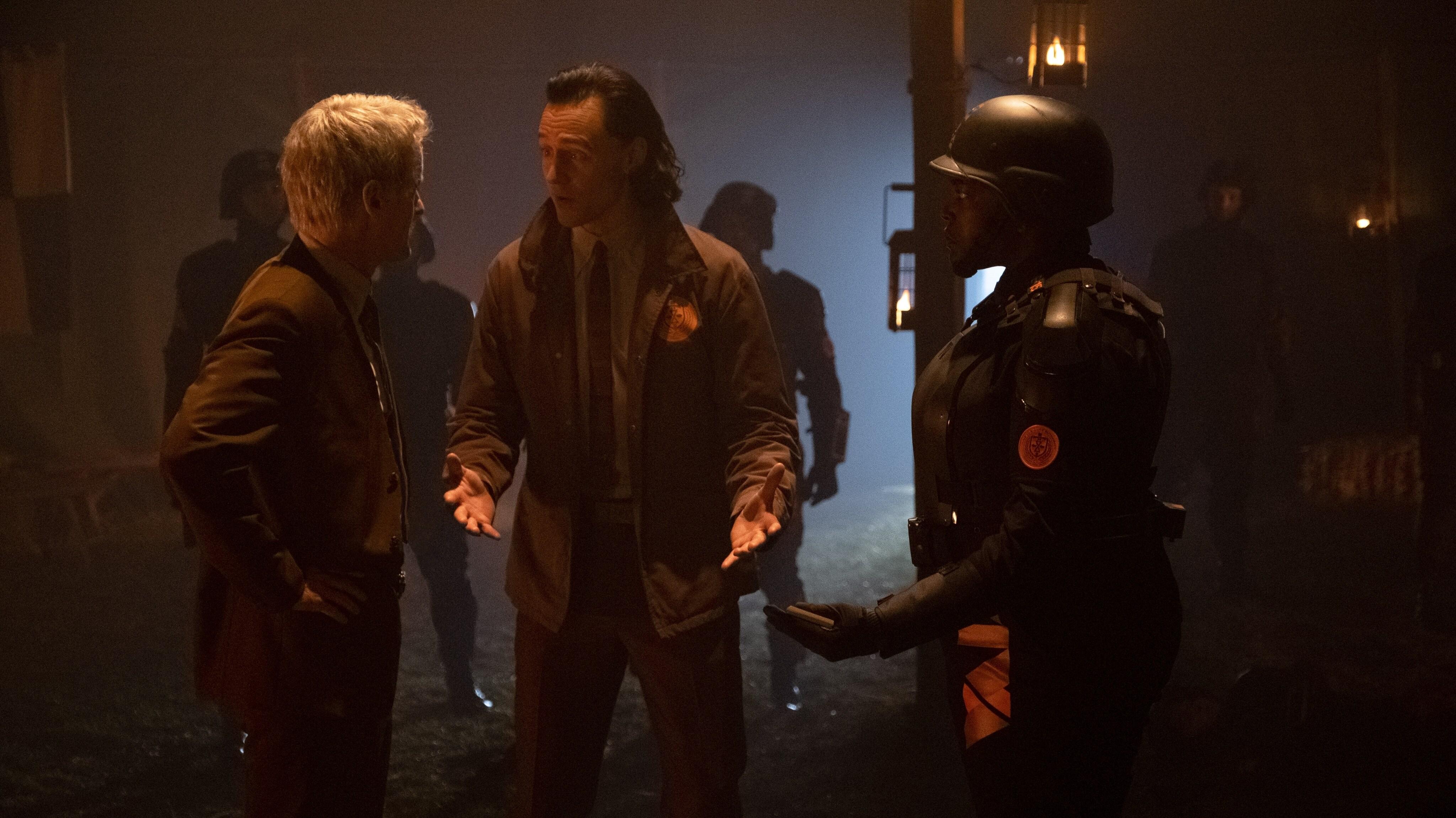 (L-R): Mobius (Owen Wilson), Loki (TomHiddleston) and Hunter B-15 (Wunmi Mosaku) in Marvel Studios' LOKI, exclusively on Disney+. Photo by Chuck Zlotnick. ©Marvel Studios 2021. All Rights Reserved.