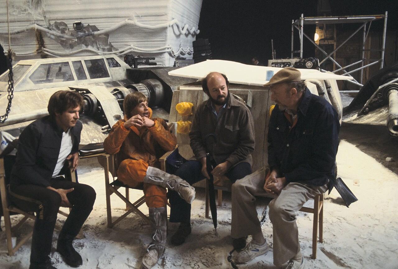 Harrison Ford, Mark Hamill e outros integrantes da equipe nos bastidores de O Império Contra-Ataca
